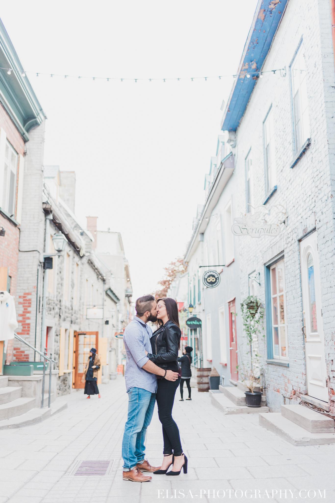 couple dans le Petit Champlain rue principale