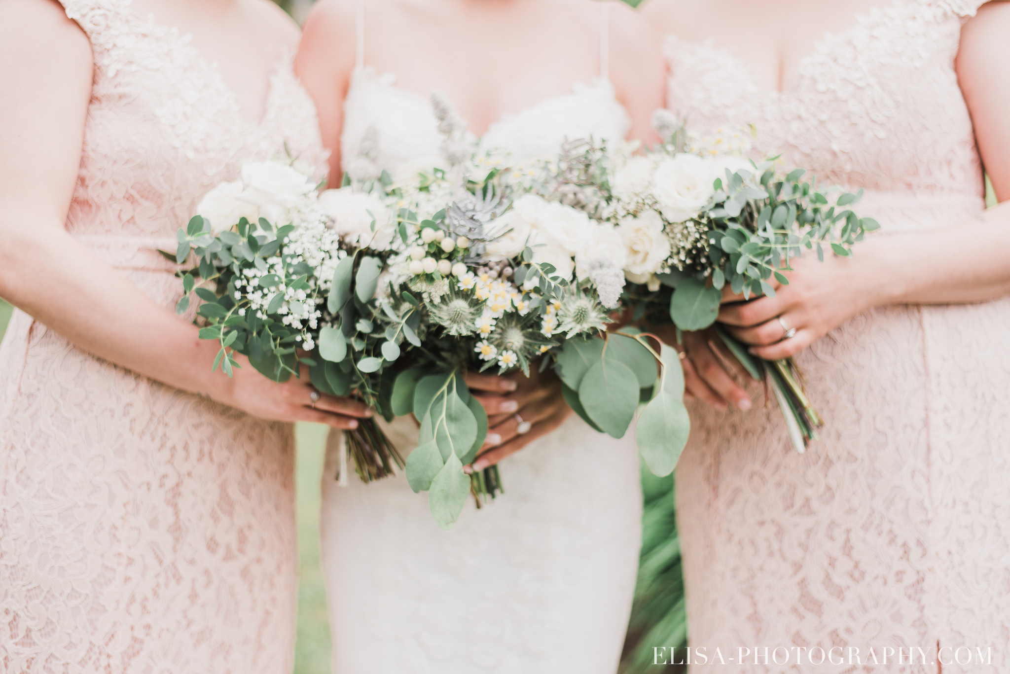 photo mariage a la montagne domaine tomali maniatin cocktail hors oeuvre demoiselles honneur bouquets pivoines 6448 - Galerie photos de mariage