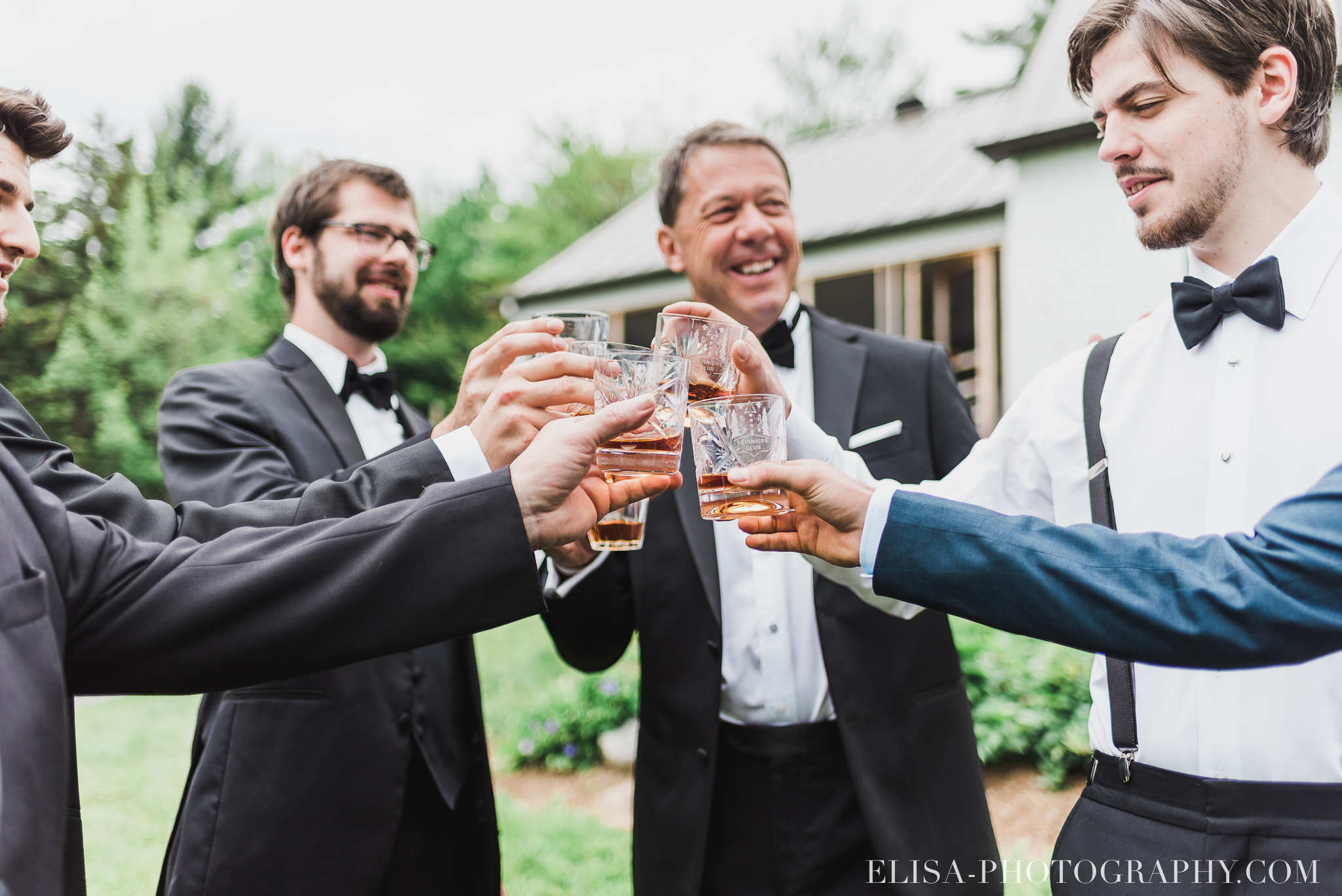 photo mariage a la montagne domaine tomali maniatin preparatifs du marie scotch toast garcons honneur 5319 - Mariage à la montagne au domaine Tomali-Maniatyn