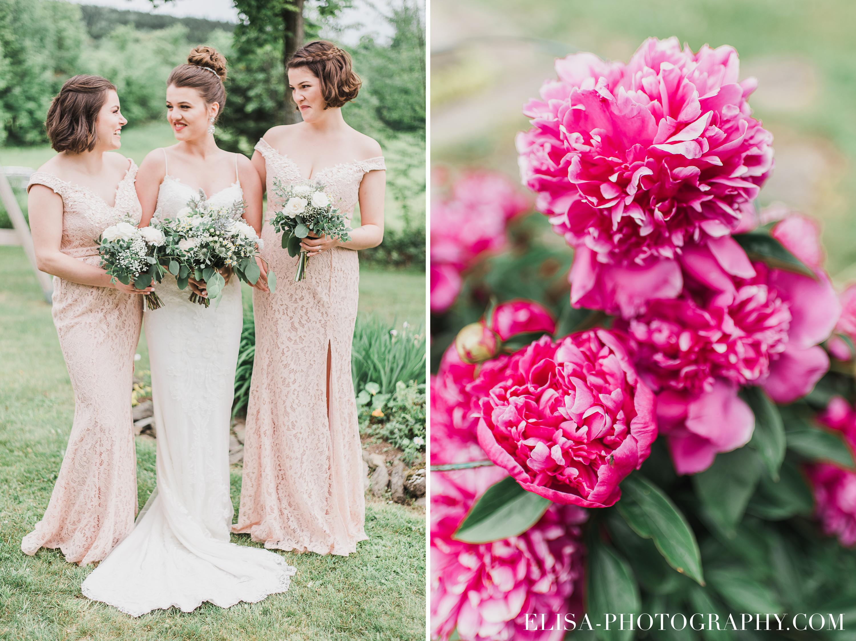 photo mariage a la montagne quebec domaine tomali maniatin demoiselles honneur pivoines roses - Mariage à la montagne au domaine Tomali-Maniatyn