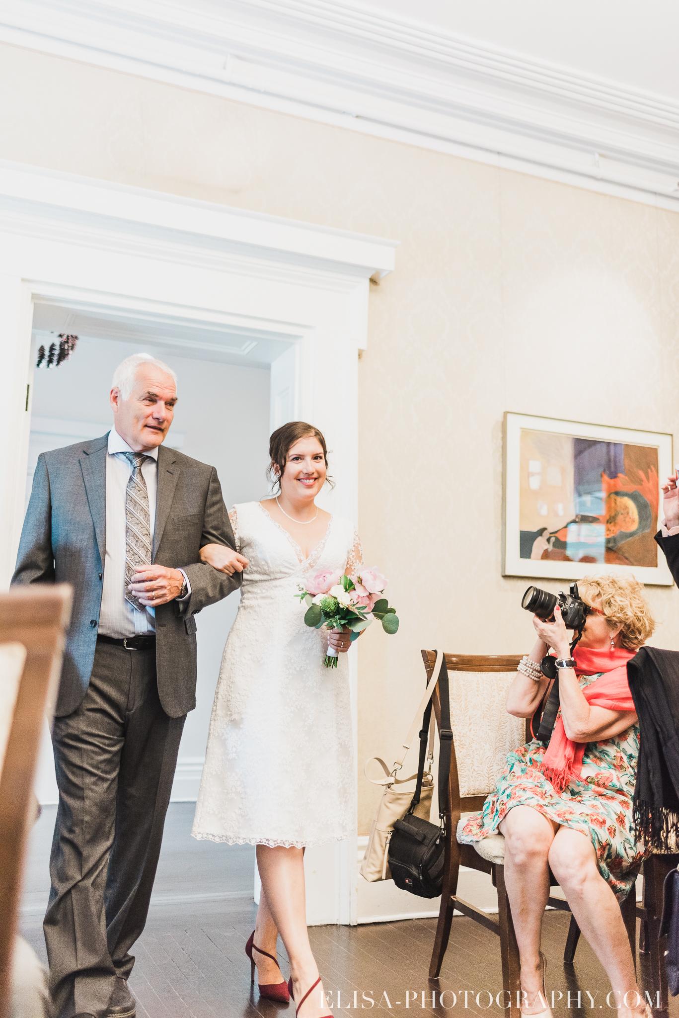 photo mariage domaine cataraqui wedding echange bagues voeux salle ceremonie 2222 - Mariage d'inspiration anglaise au domaine Cataraqui