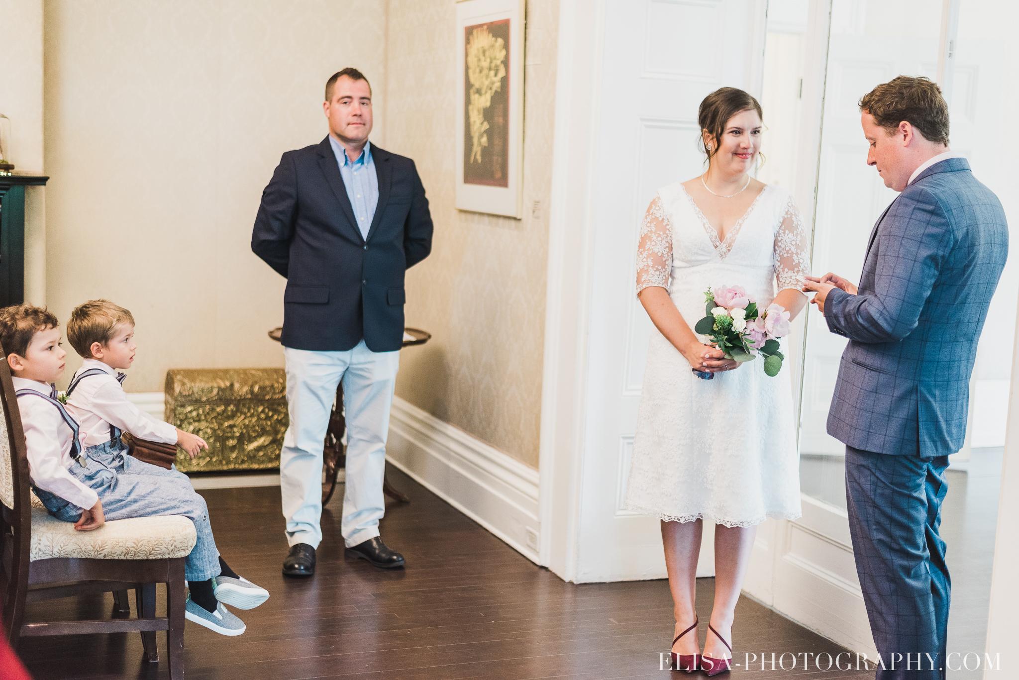 photo mariage domaine cataraqui wedding echange bagues voeux salle ceremonie 2281 - Mariage d'inspiration anglaise au domaine Cataraqui