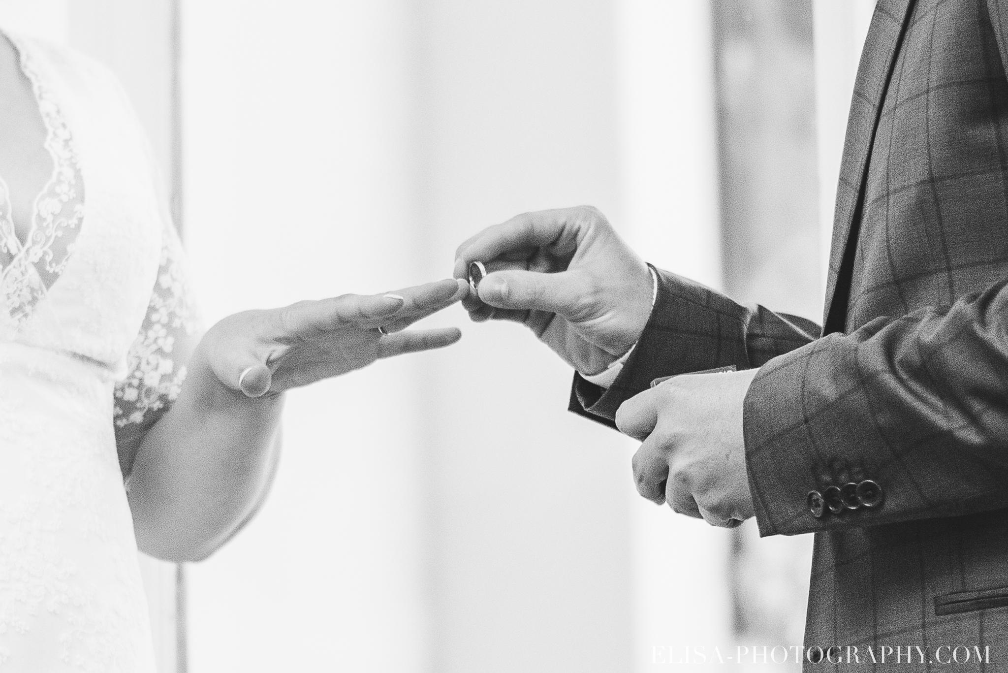 photo mariage domaine cataraqui wedding echange bagues voeux salle ceremonie 2338 - Mariage d'inspiration anglaise au domaine Cataraqui