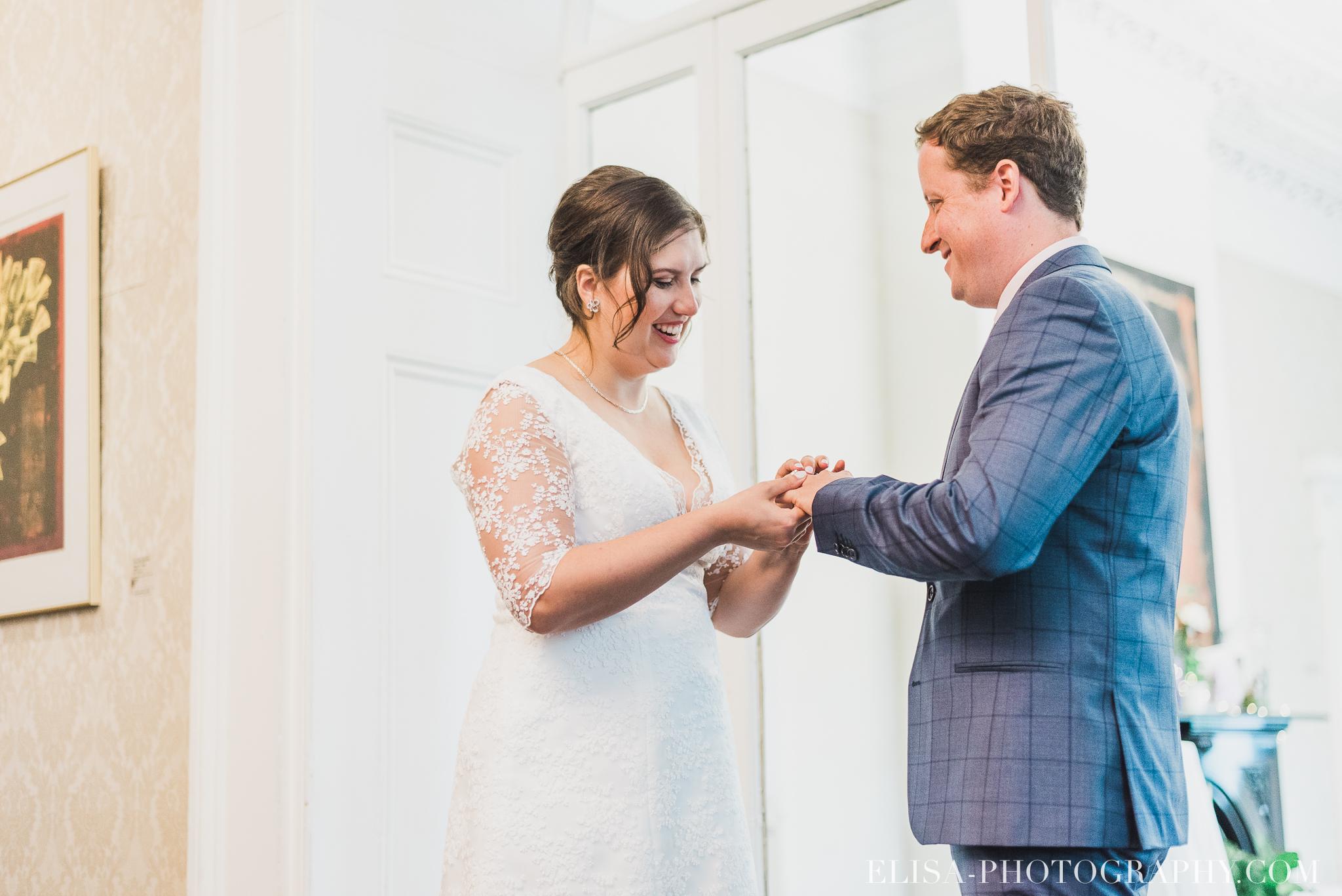 photo mariage domaine cataraqui wedding echange bagues voeux salle ceremonie 2343 - Mariage d'inspiration anglaise au domaine Cataraqui