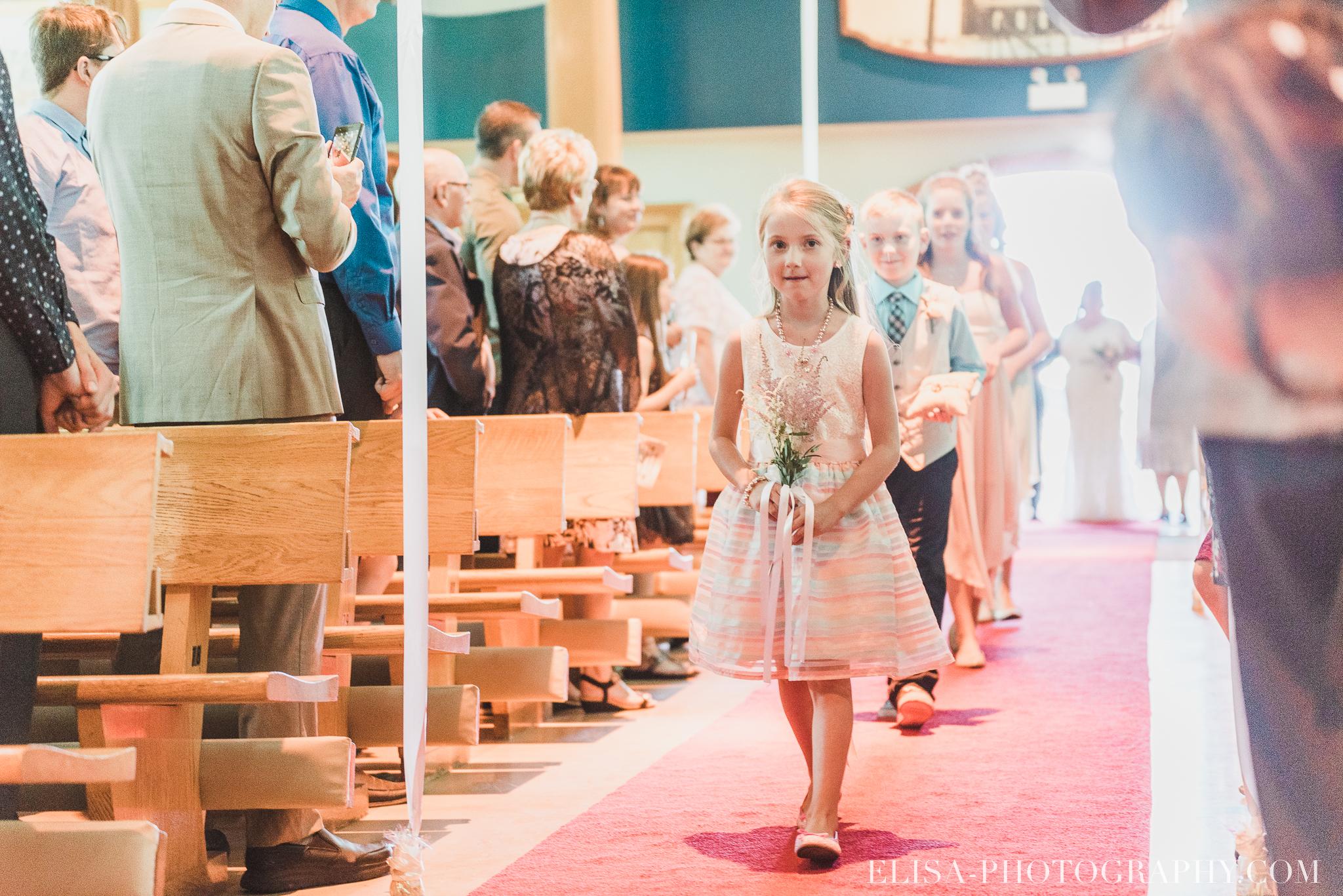 photo mariage ceremonie eglise st emile famille enfants ballons 7639 - Mariage à la plage de la baie de Beauport