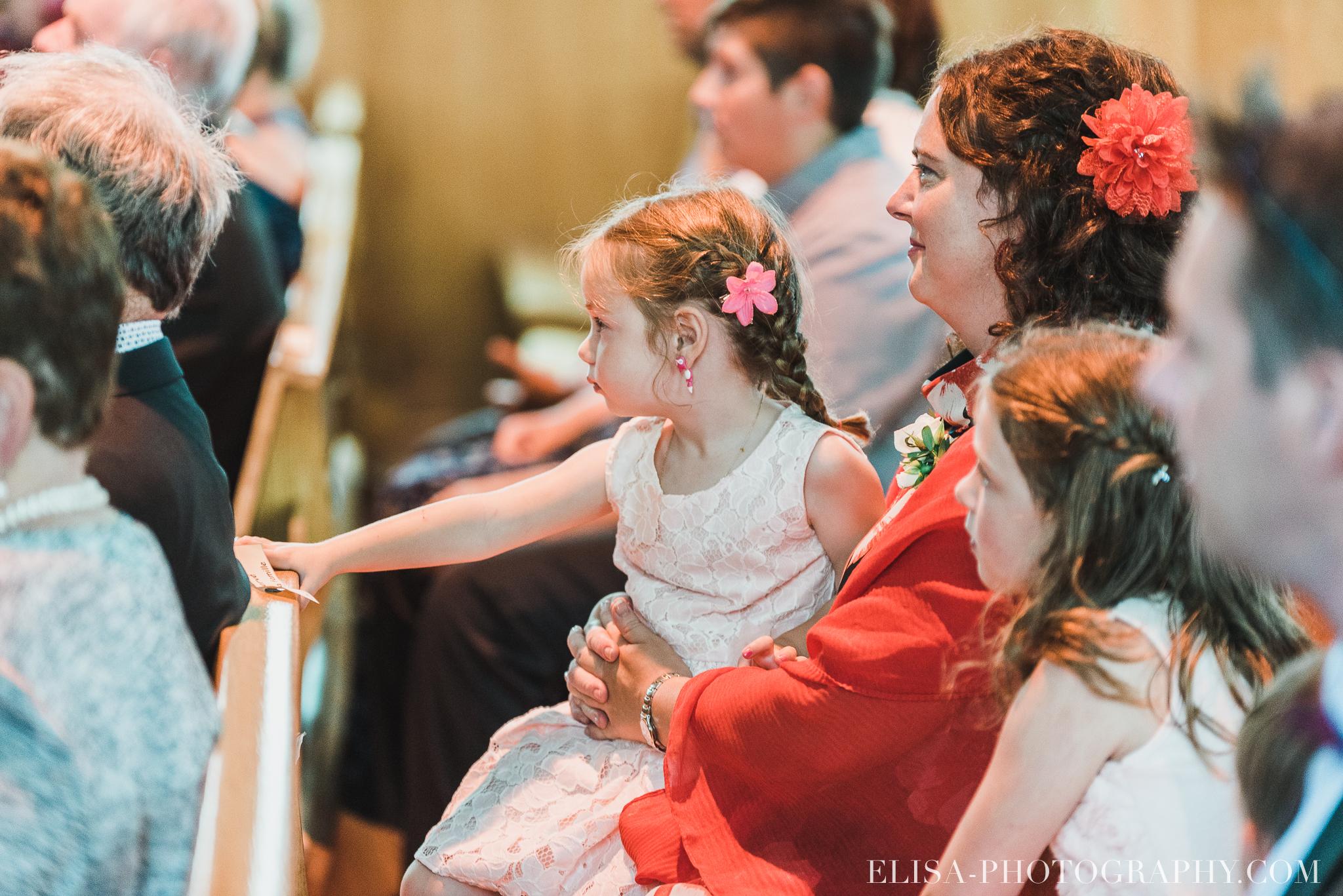 photo mariage ceremonie eglise st emile famille enfants ballons 7756 - Mariage à la plage de la baie de Beauport