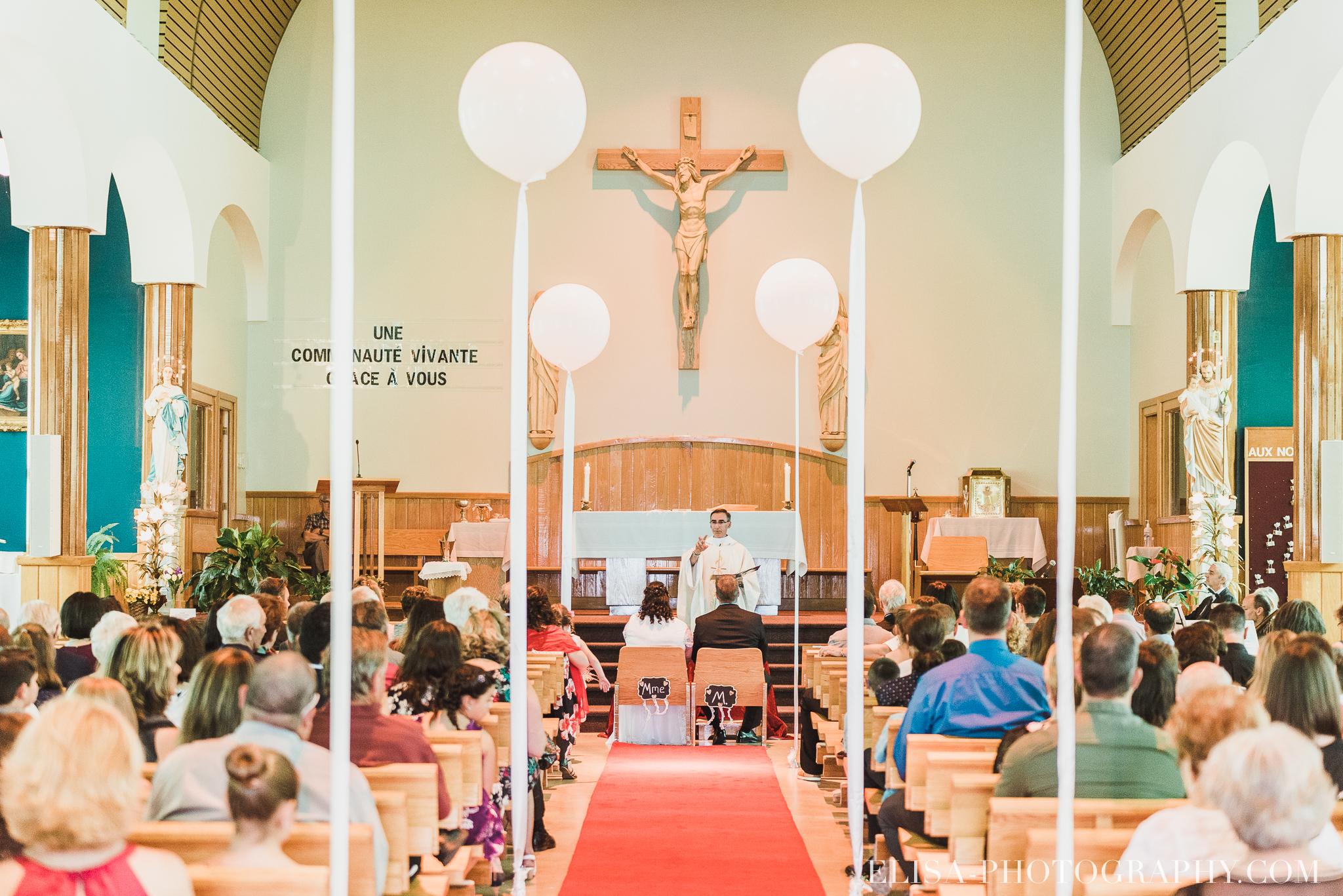 photo mariage ceremonie eglise st emile famille enfants ballons 7766 - Mariage à la plage de la baie de Beauport