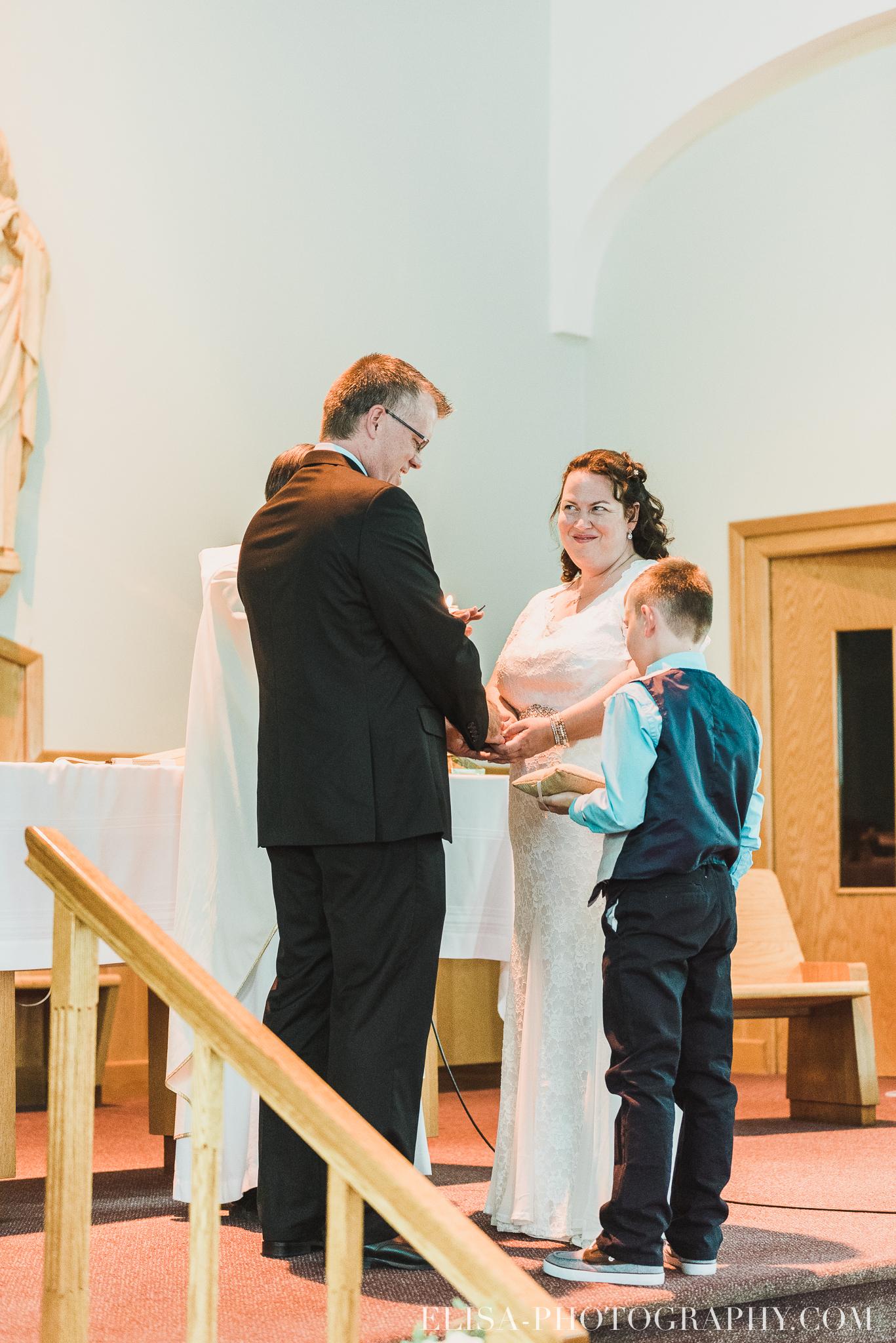 photo mariage ceremonie eglise st emile famille enfants ballons 7852 - Mariage à la plage de la baie de Beauport