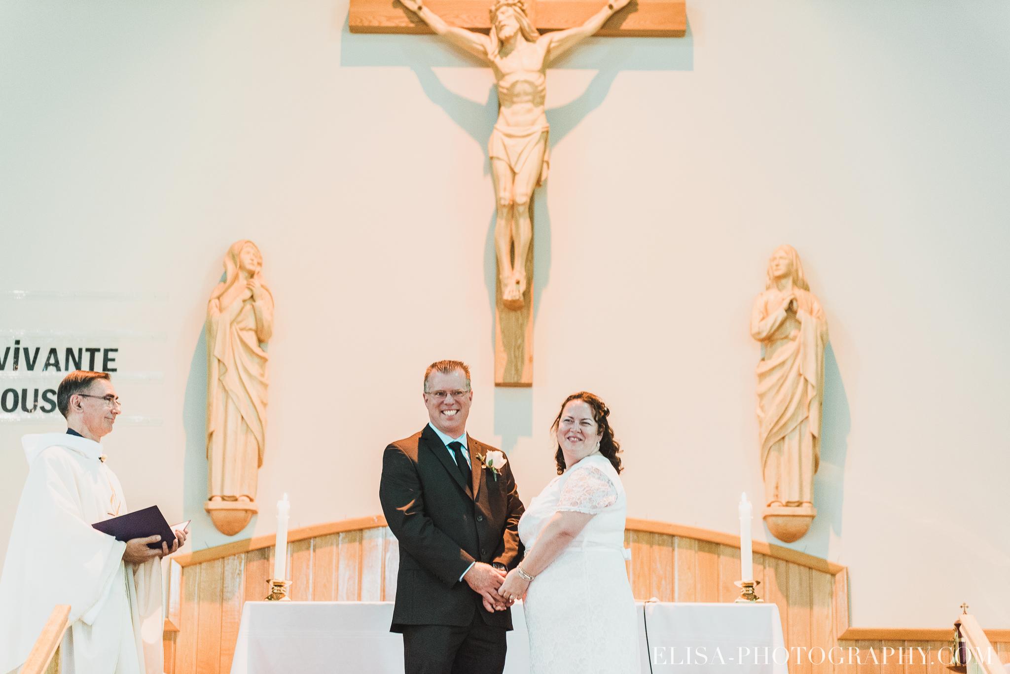 photo mariage ceremonie eglise st emile famille enfants ballons 7883 - Mariage à la plage de la baie de Beauport