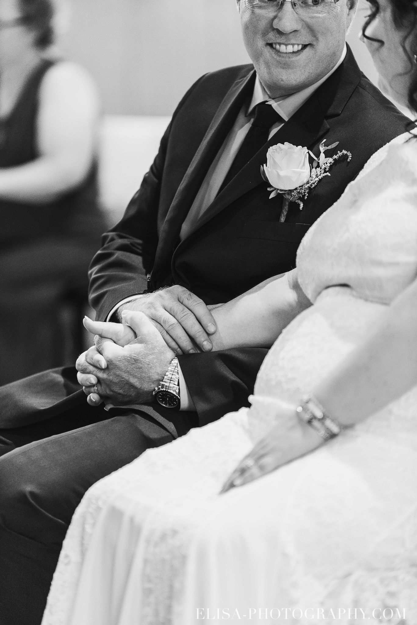photo mariage ceremonie eglise st emile famille enfants ballons 8044 - Mariage à la plage de la baie de Beauport