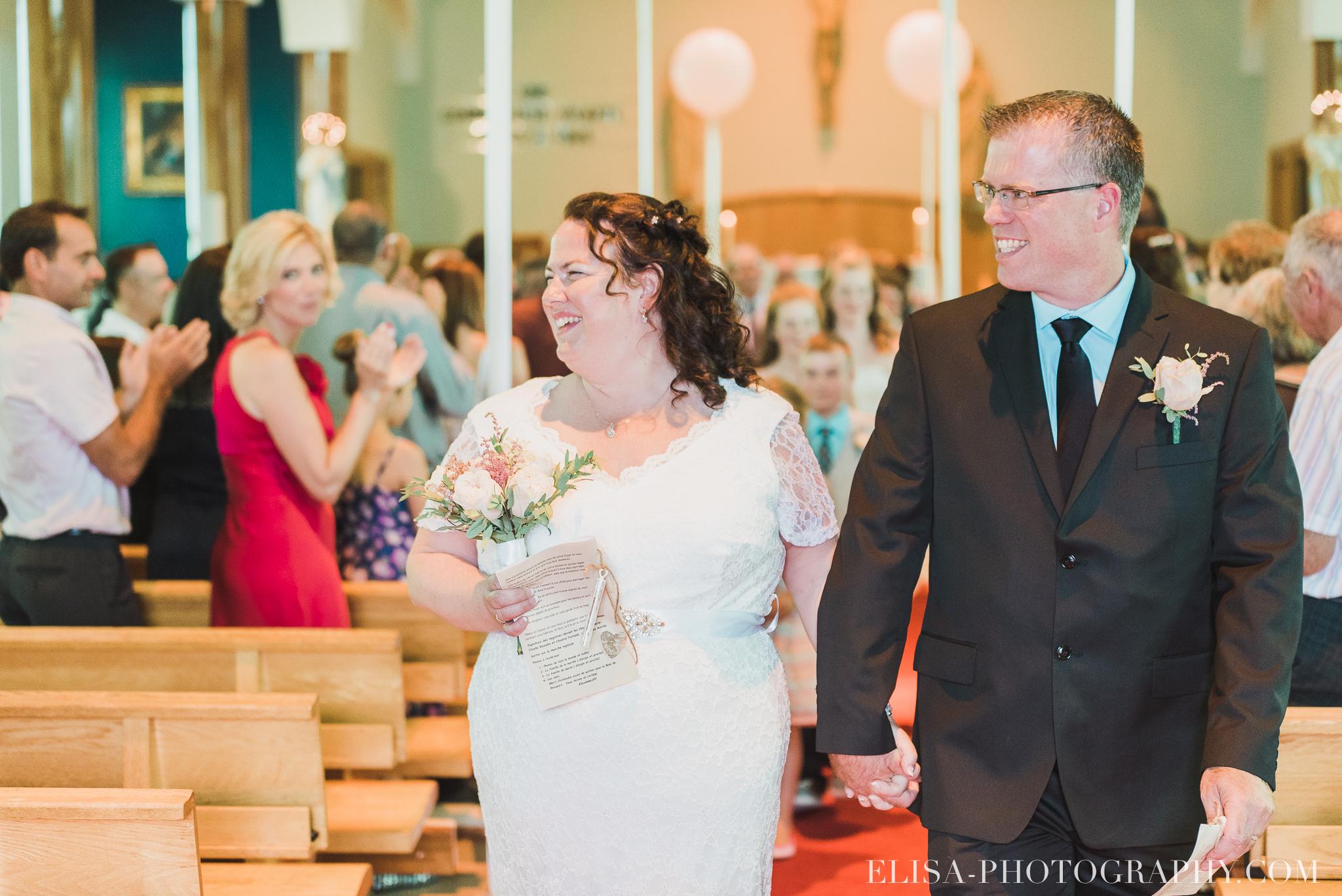 photo mariage ceremonie eglise st emile famille enfants ballons 8174 - Mariage à la plage de la baie de Beauport
