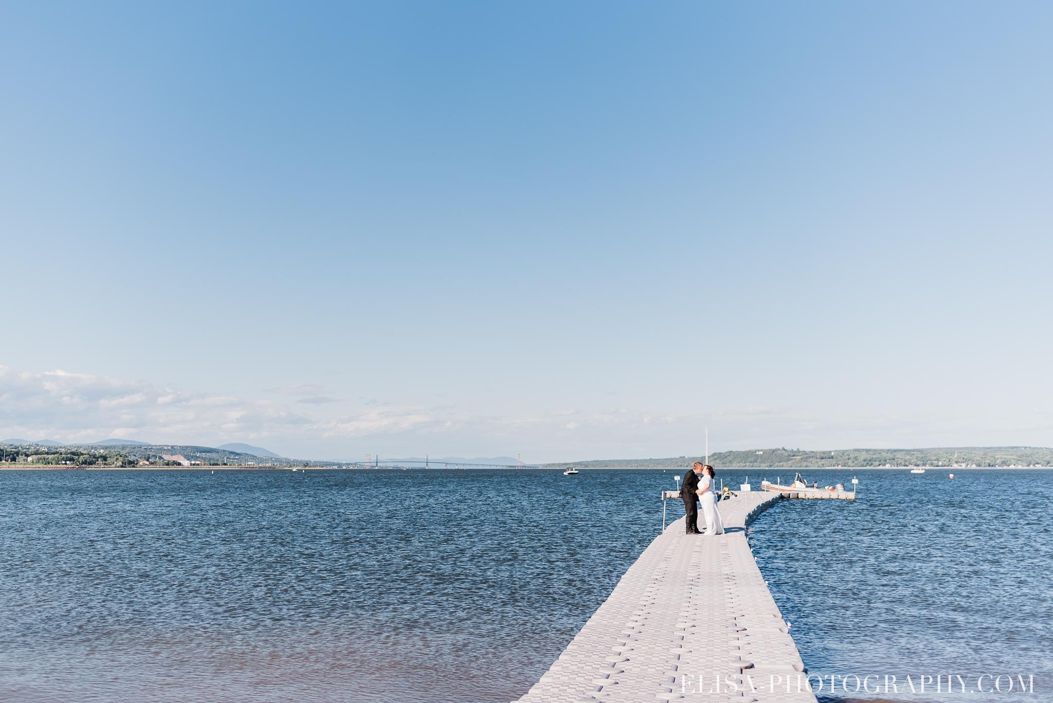 photo mariage portrait couple naturel fleuve riviere plage quai 8445 - Mariage à la plage de la baie de Beauport
