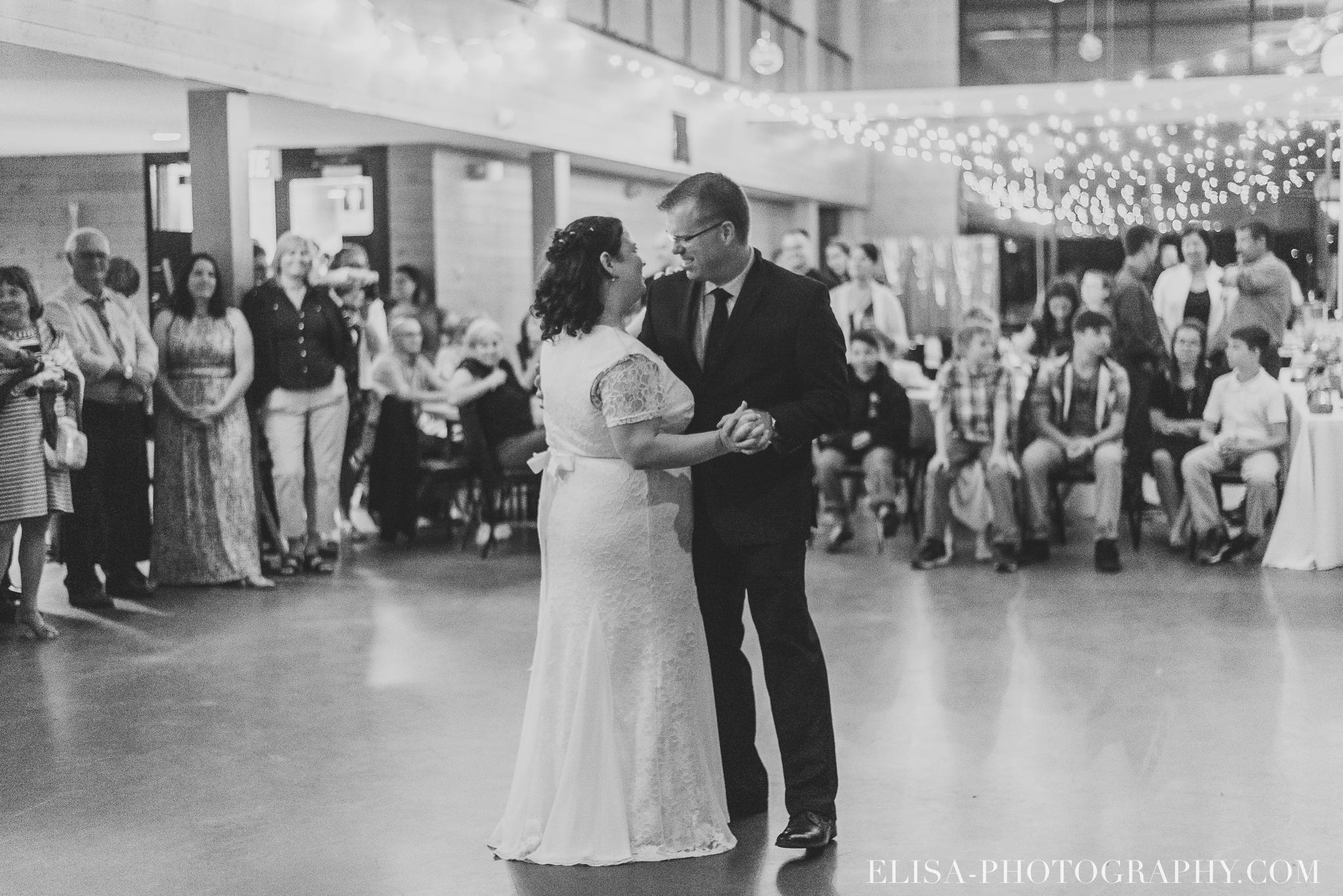 photo mariage quebec baie beauport reception fete danse des maries jeux soulier 9091 - Mariage à la plage de la baie de Beauport