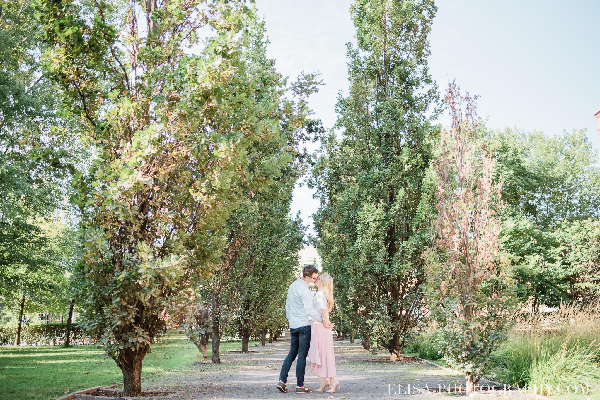 photo couple fiançailles engagement vieux port montreal lumineuse naturelle romantique 9371 - Séance fiançailles dans le vieux-port
