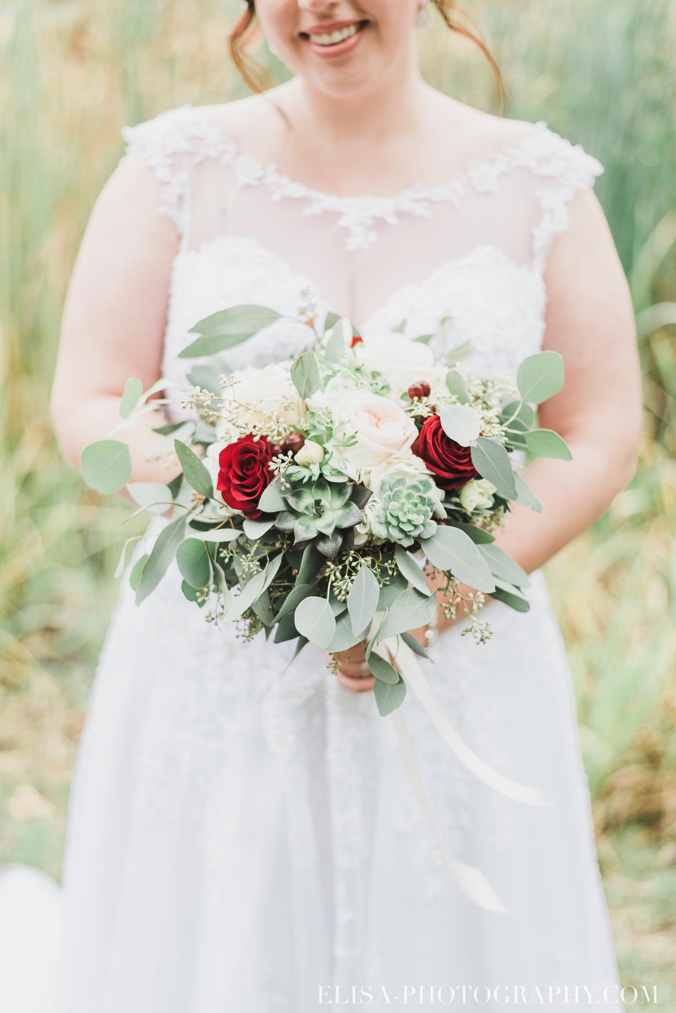 photo mariage automne domaine maizeret quebec naturel lumineuse romantique bouquet rose rouge 5693 - Mariage à saveur automnale à l'Espace Saint-Grégoire