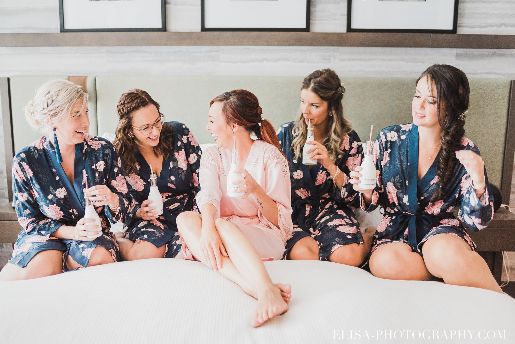 photo mariage entourage sur le lac beauport quebec cortege mariee champagne mini bouteilles 0816 - Smoke bomb et mariage dans les vergers de la Ferme Genest à Saint-Nicolas