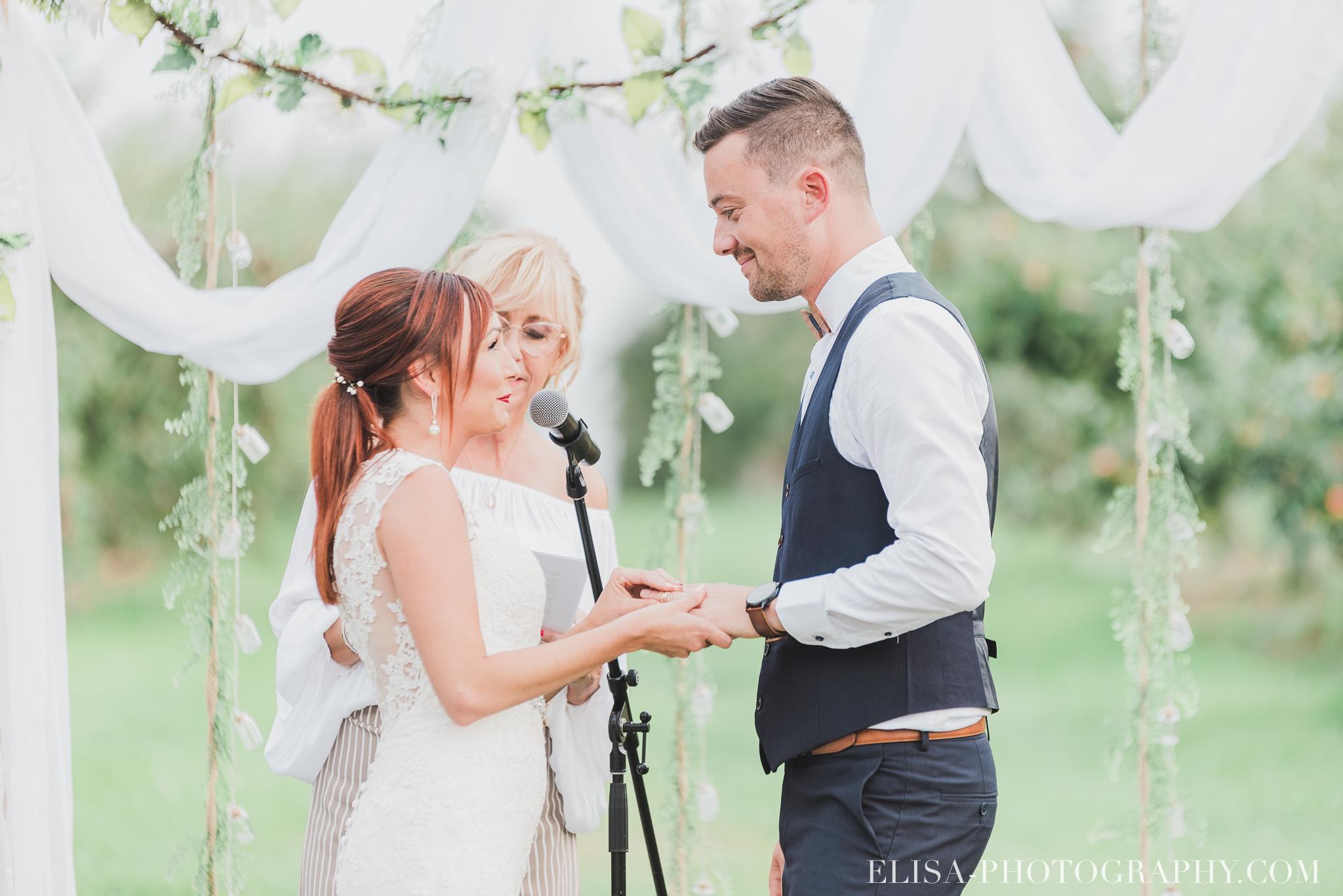photo mariage ferme genest ceremonie verger pommier quebec 1494 - Smoke bomb et mariage dans les vergers de la Ferme Genest à Saint-Nicolas