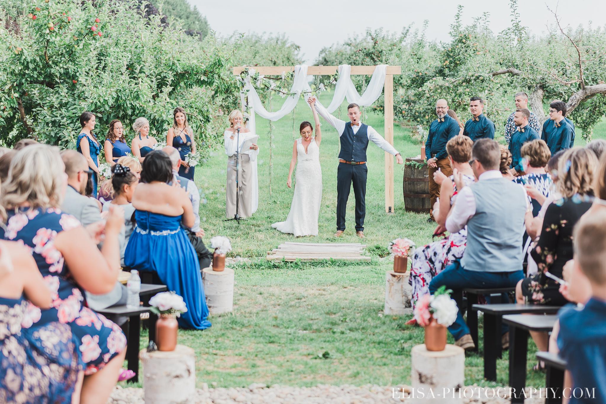 photo mariage ferme genest ceremonie verger pommier quebec 1560 - Smoke bomb et mariage dans les vergers de la Ferme Genest à Saint-Nicolas