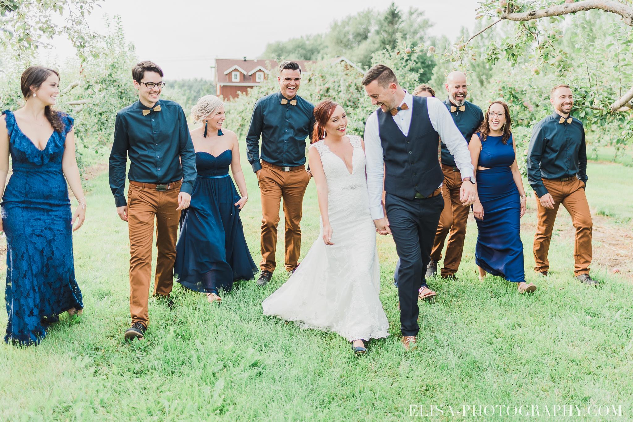 photo mariage ferme genest cortege verger pommier quebec smoke bomb 1750 - Smoke bomb et mariage dans les vergers de la Ferme Genest à Saint-Nicolas