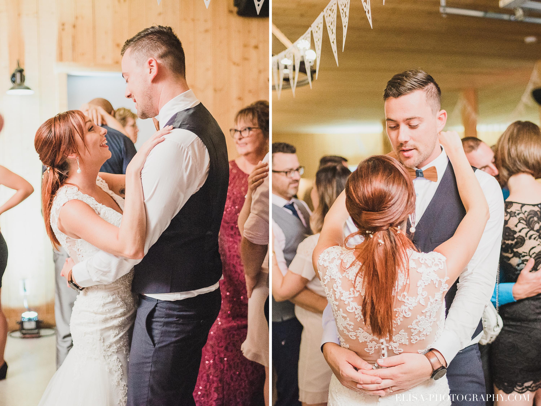 photo mariage ferme genest reception premiere danse - Smoke bomb et mariage dans les vergers de la Ferme Genest à Saint-Nicolas