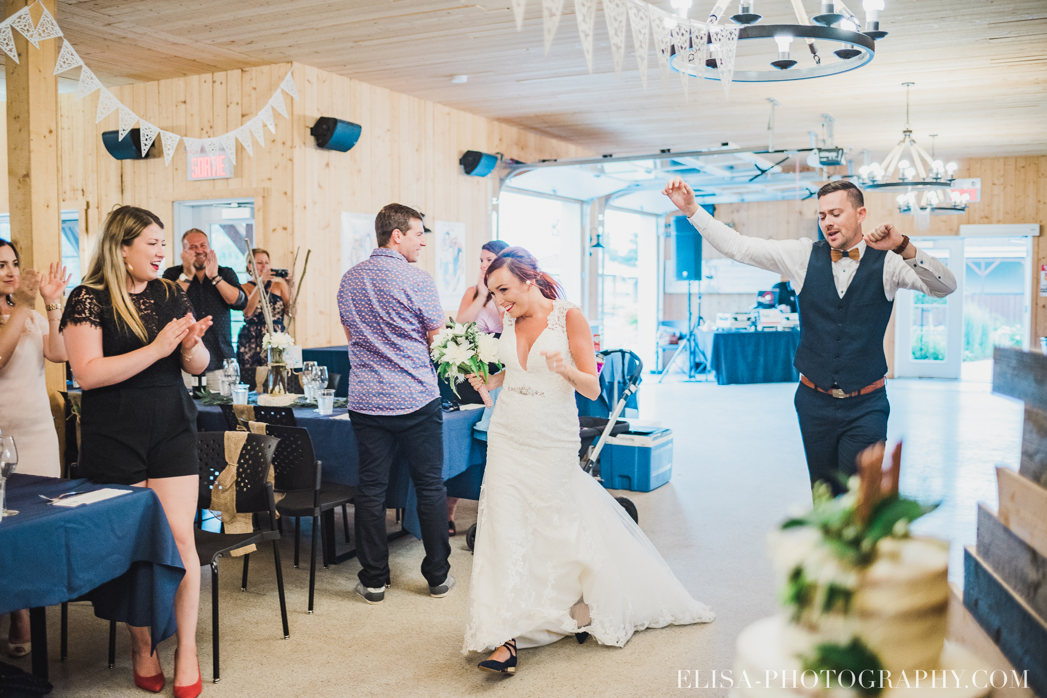 photo mariage ferme genest reception verger pommier quebec 2182 - Smoke bomb et mariage dans les vergers de la Ferme Genest à Saint-Nicolas