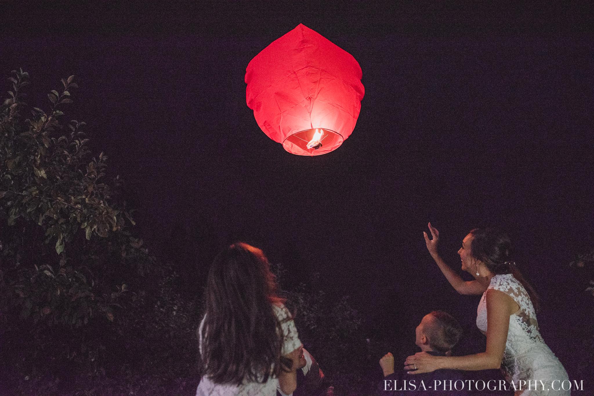 photo mariage ferme genest reception verger pommier quebec lanterne thailandaise 2901 - Smoke bomb et mariage dans les vergers de la Ferme Genest à Saint-Nicolas
