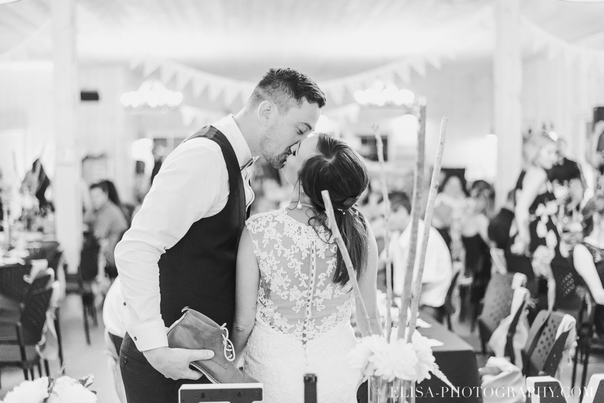 photo mariage ferme genest reception verger pommier quebec party jeux souliers 2416 - Smoke bomb et mariage dans les vergers de la Ferme Genest à Saint-Nicolas
