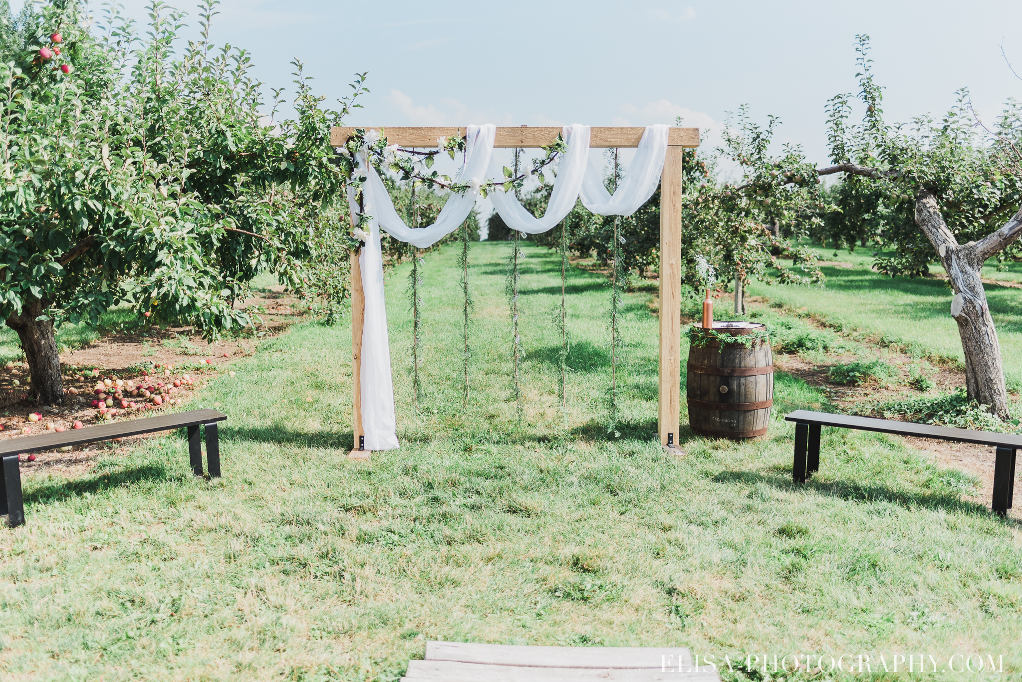 photo mariage ferme genest verger pommier quebec arche 0990 - Smoke bomb et mariage dans les vergers de la Ferme Genest à Saint-Nicolas