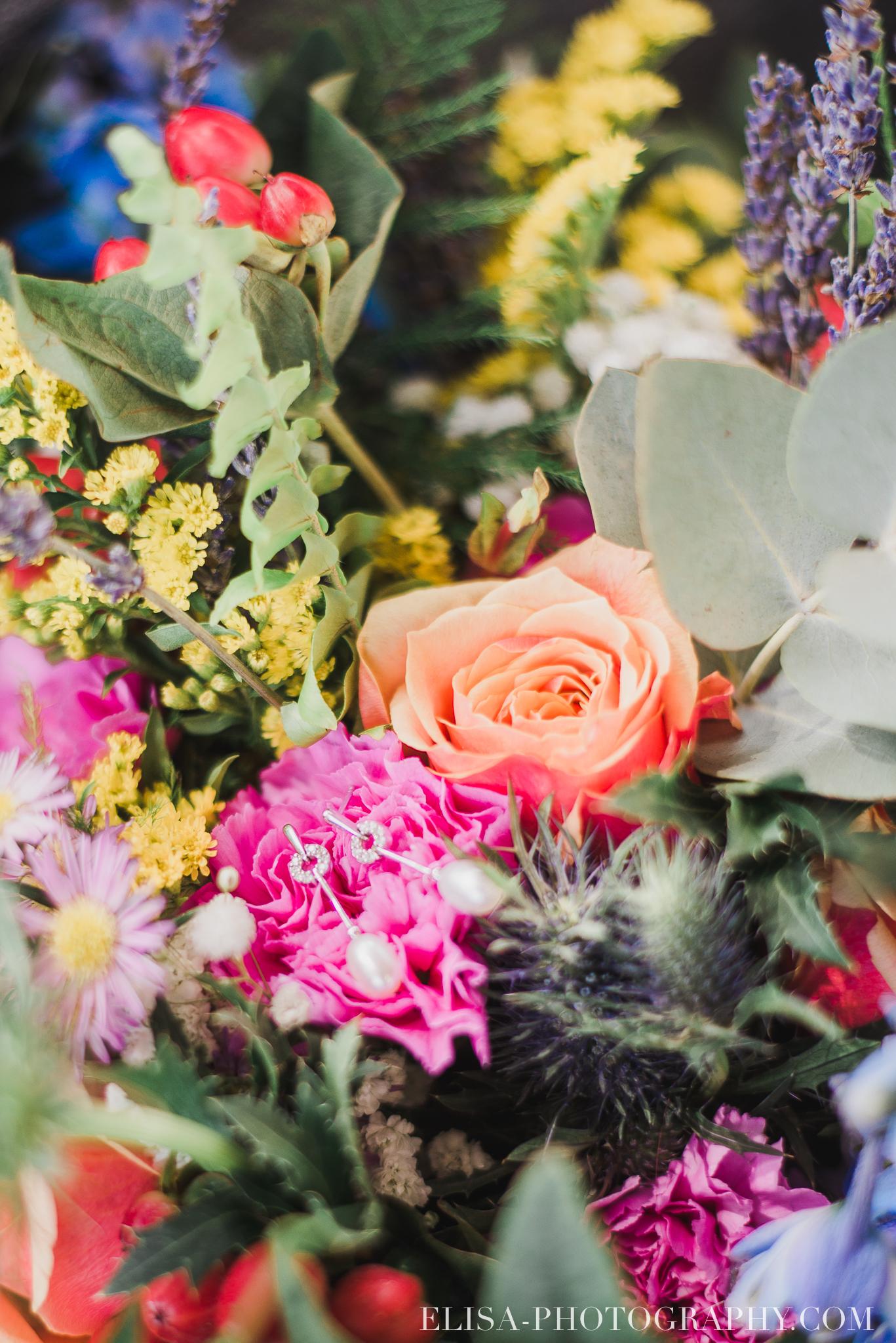 photo mariage grange rouge quebec bouquet multicolor boite alliances mousse 7819 - Mariage coloré à la grange rouge de Brompton