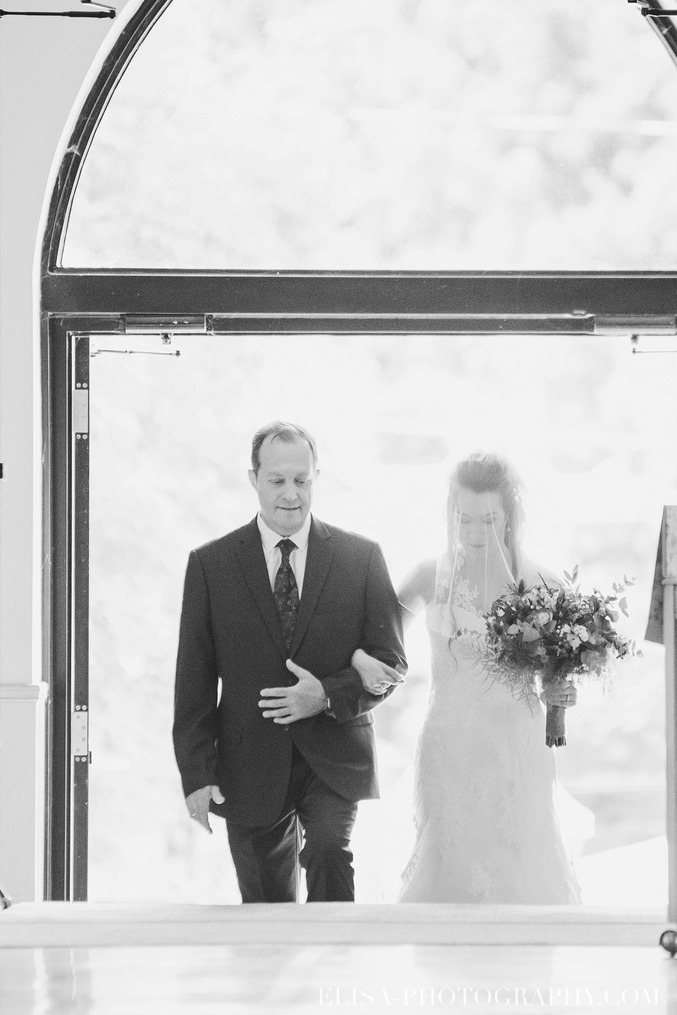 photo mariage grange rouge quebec ceremonie naturelle lumineuse 8065 - Mariage coloré à la grange rouge de Brompton