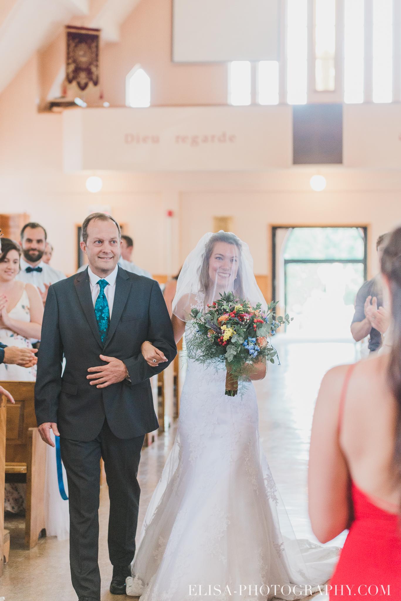 photo mariage grange rouge quebec ceremonie naturelle lumineuse 8081 - Mariage coloré à la grange rouge de Brompton