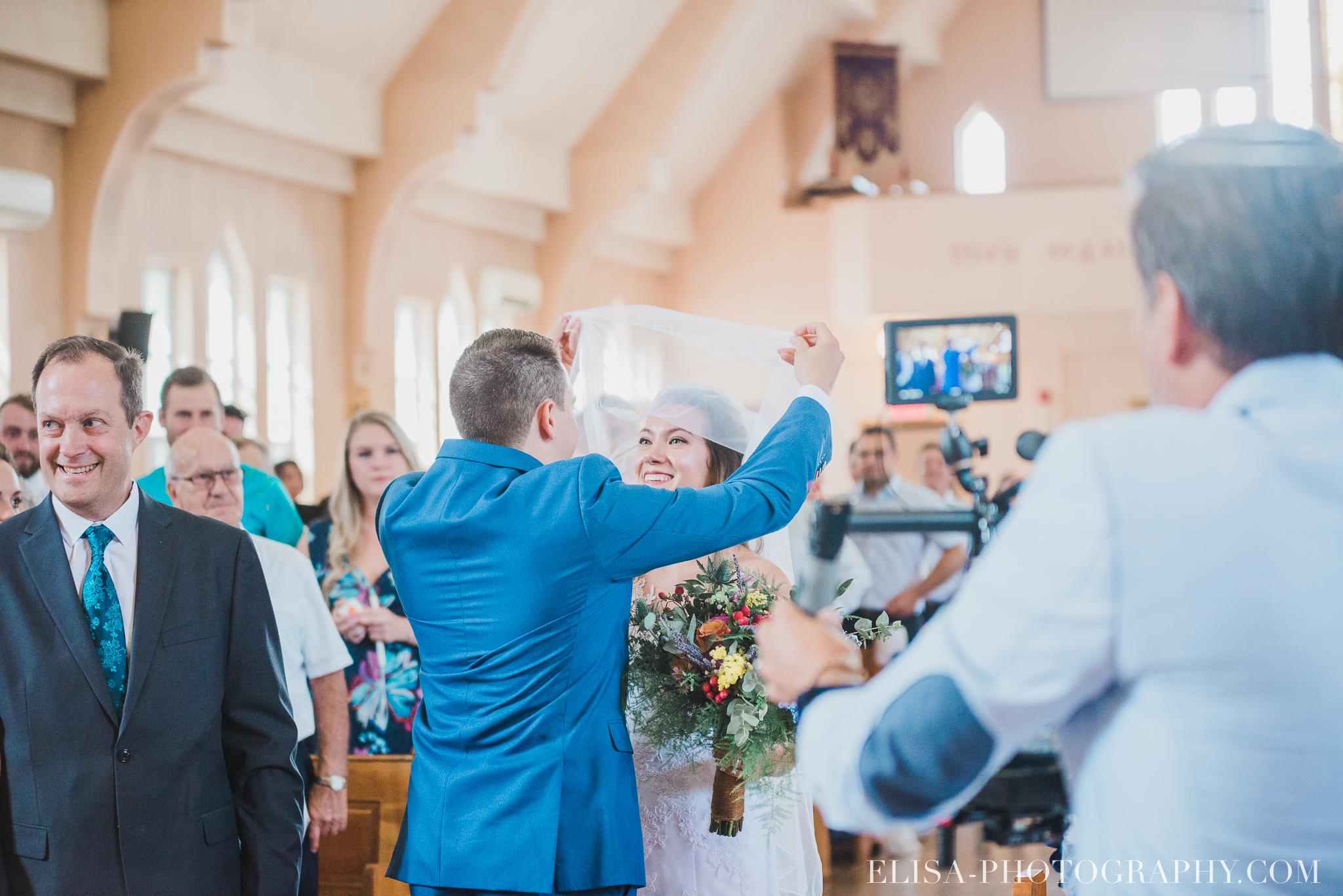 photo mariage grange rouge quebec ceremonie naturelle lumineuse 8085 - Mariage coloré à la grange rouge de Brompton