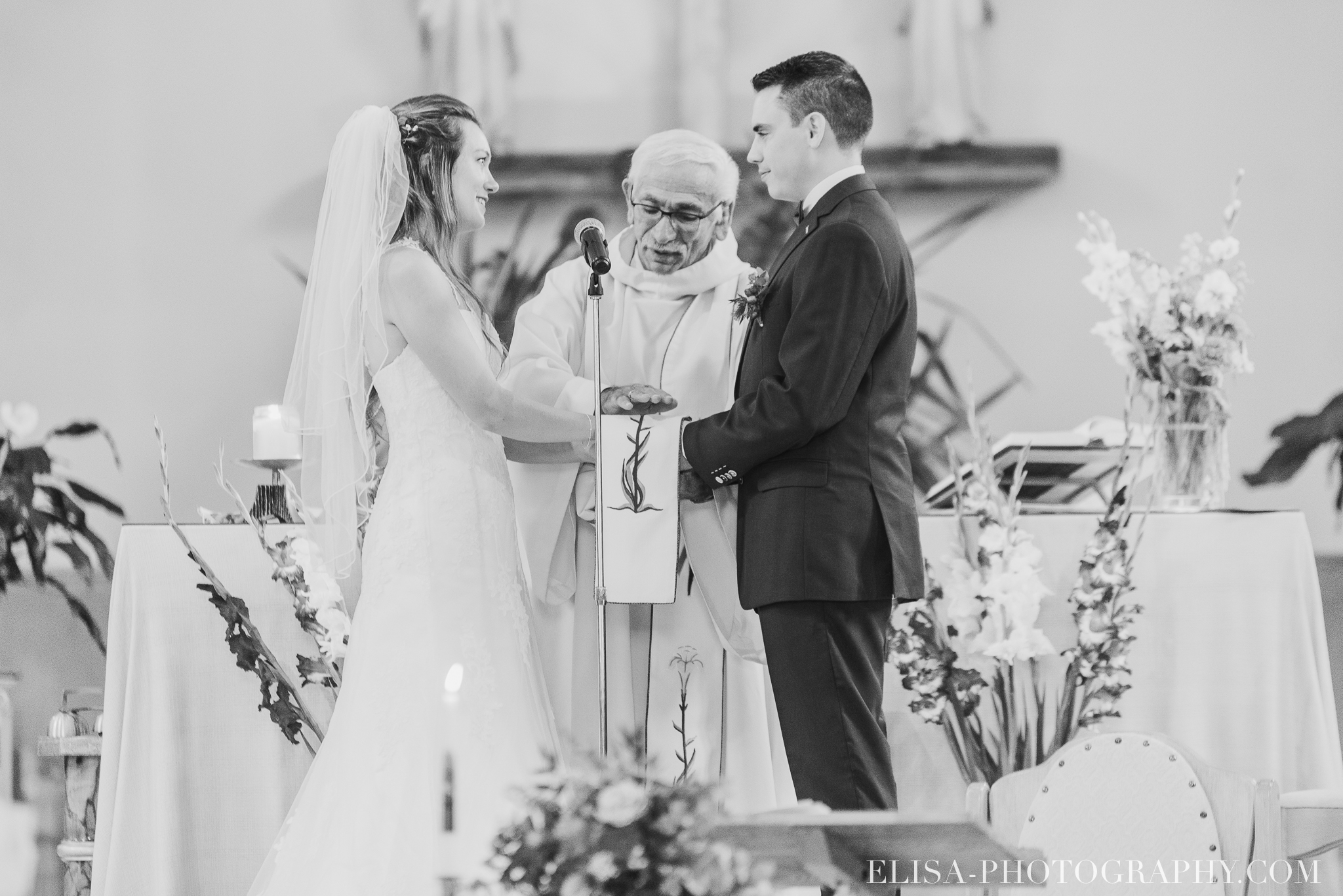 photo mariage grange rouge quebec ceremonie naturelle lumineuse 8326 - Mariage coloré à la grange rouge de Brompton