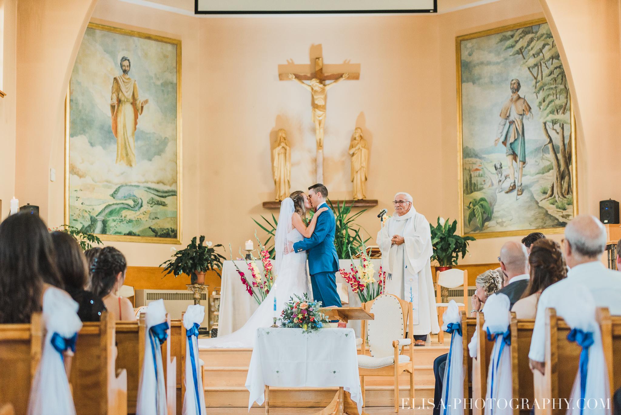 photo mariage grange rouge quebec ceremonie naturelle lumineuse 8344 - Mariage coloré à la grange rouge de Brompton