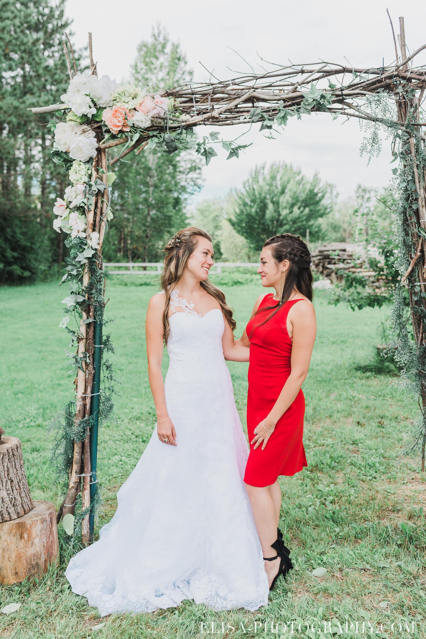 photo mariage grange rouge quebec cocktail naturelle lumineuse 8790 - Mariage coloré à la grange rouge de Brompton