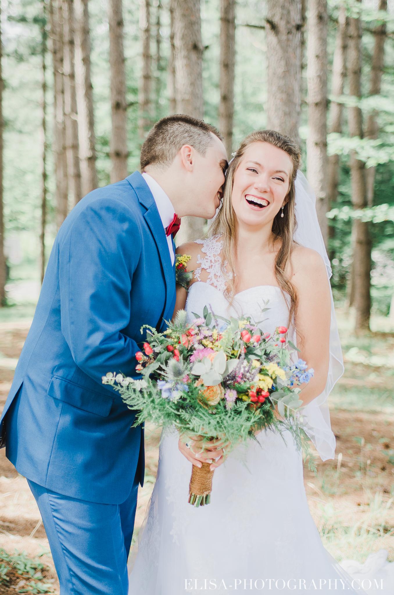 photo mariage grange rouge quebec conifere sapin couple foret multicolor 0157 - Mariage coloré à la grange rouge de Brompton