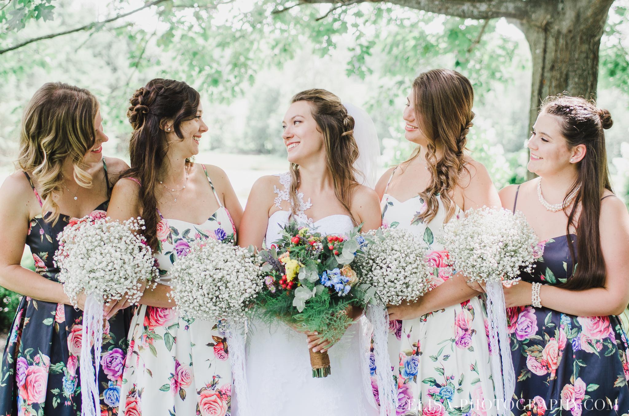 photo mariage grange rouge quebec cortege robe multicolor fleuries colore demoiselle garcons honneur 0345 - Mariage coloré à la grange rouge de Brompton
