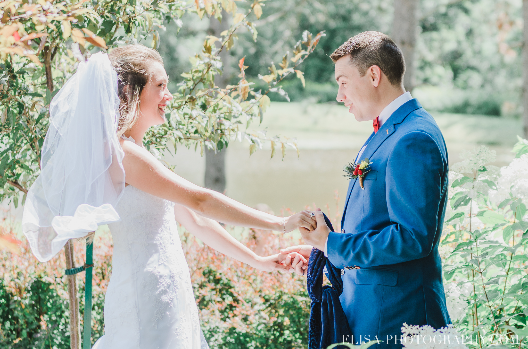 photo mariage grange rouge quebec first look 0090 - Mariage coloré à la grange rouge de Brompton