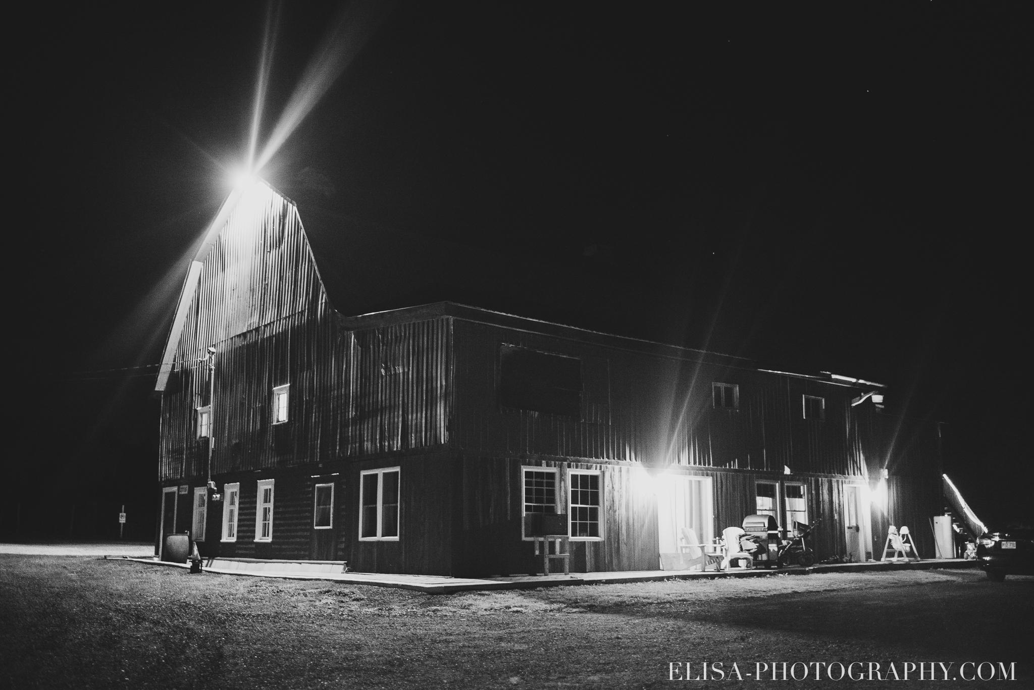 photo mariage grange rouge quebec reception bw rustique 9499 - Mariage coloré à la grange rouge de Brompton