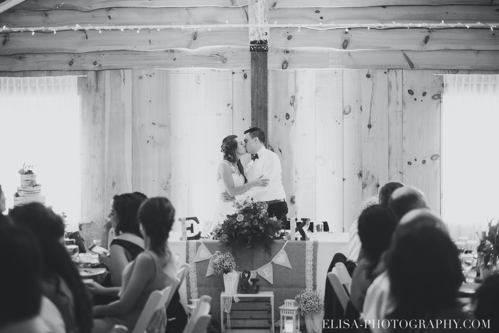 photo mariage grange rouge quebec reception colore rustique 8956 - Mariage coloré à la grange rouge de Brompton