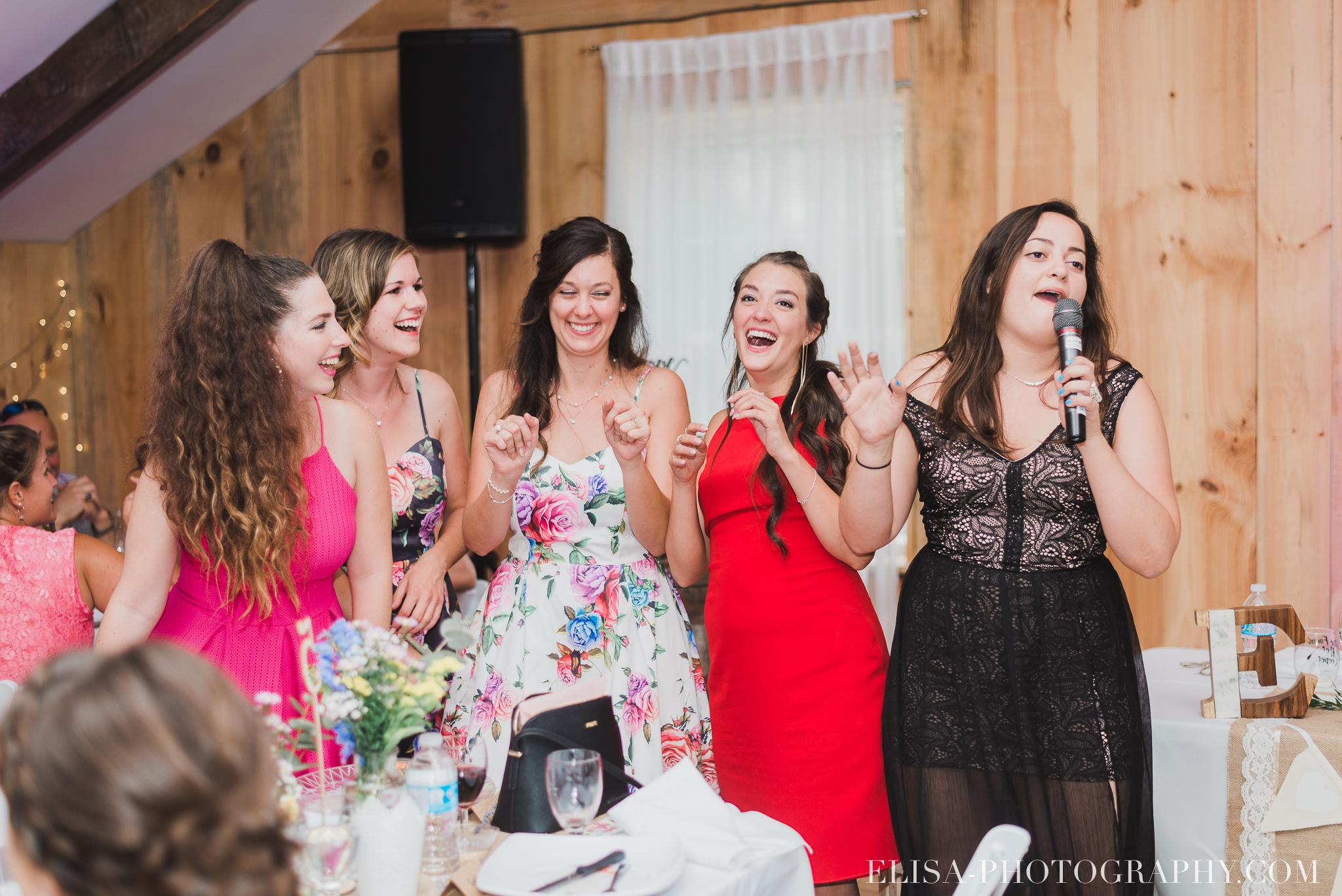 photo mariage grange rouge quebec reception colore rustique 9004 - Mariage coloré à la grange rouge de Brompton