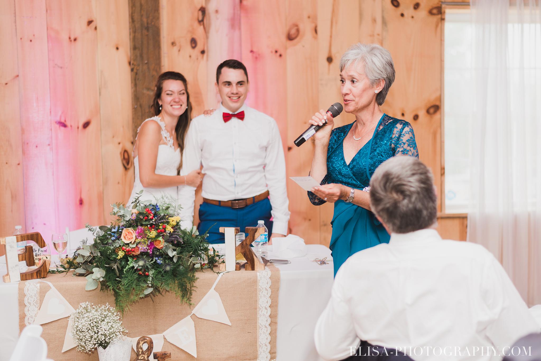 photo mariage grange rouge quebec reception colore rustique 9033 - Mariage coloré à la grange rouge de Brompton