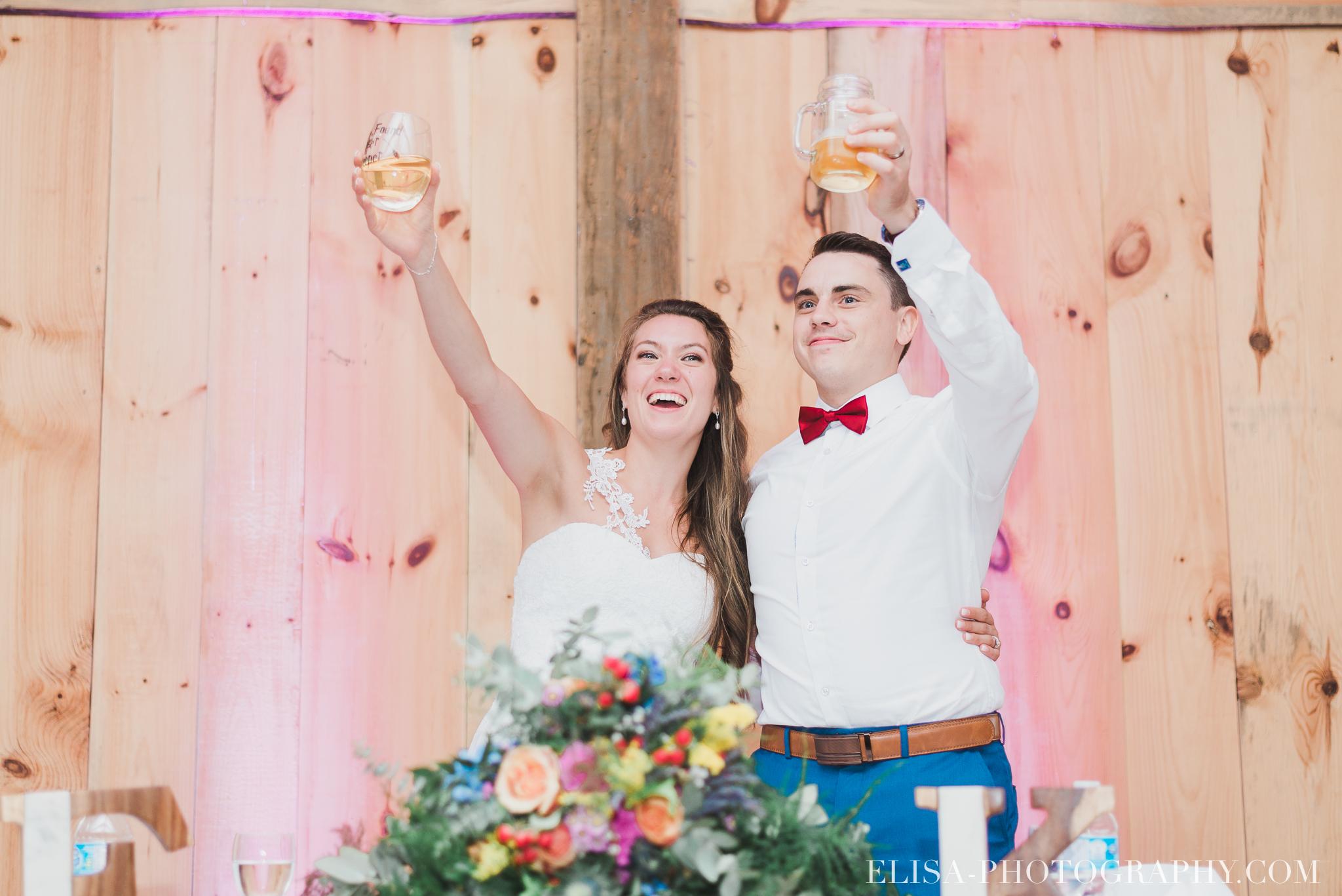 photo mariage grange rouge quebec reception colore rustique 9055 - Mariage coloré à la grange rouge de Brompton