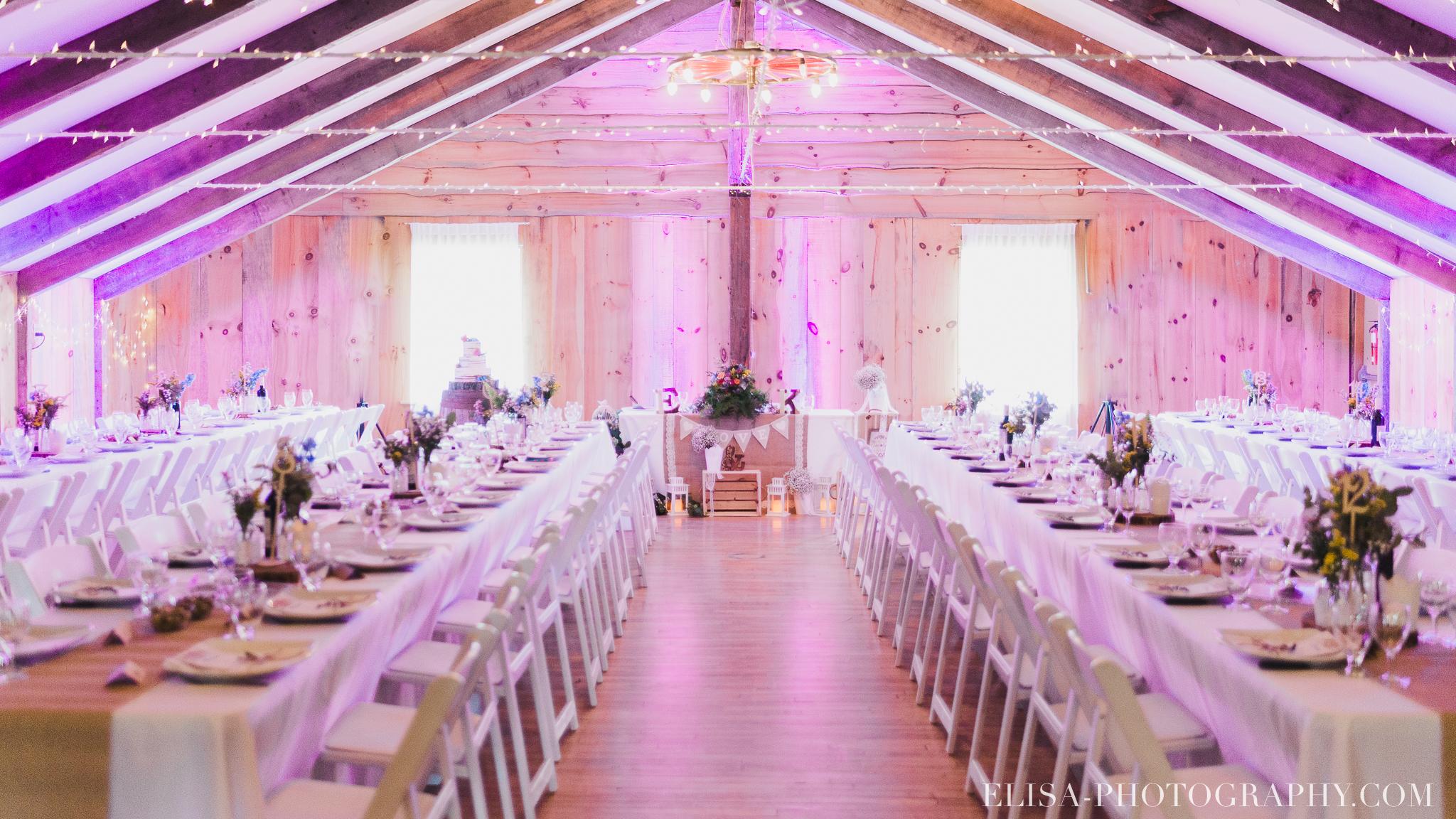 photo mariage grange rouge quebec reception naturelle lumineuse 8675 - Mariage coloré à la grange rouge de Brompton