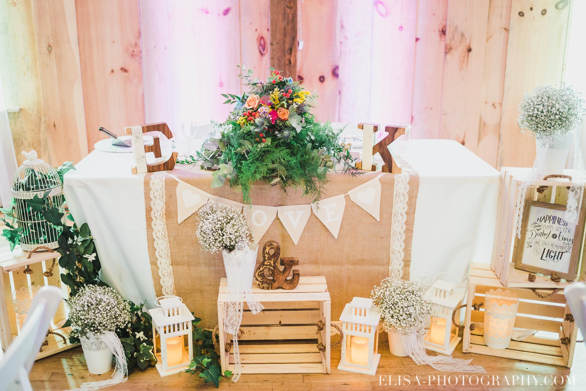 photo mariage grange rouge quebec reception table honneur rustique 8654 - Mariage coloré à la grange rouge de Brompton