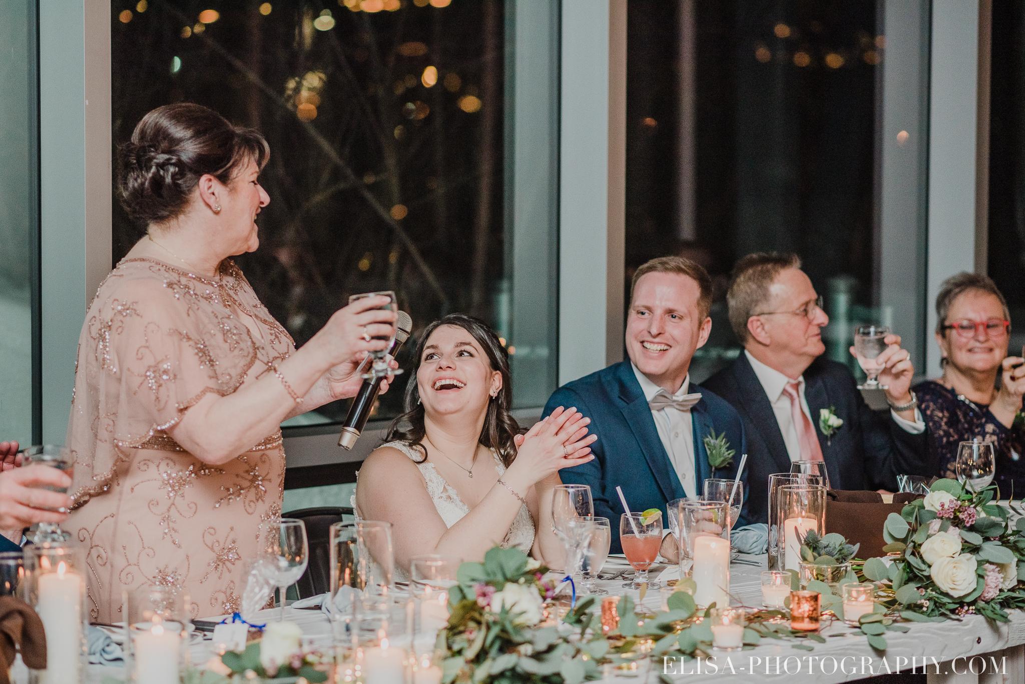 photo mariage hiver salle quai cap blanc port quebec reception chandelles toast 3581 - Un chaleureux mariage hivernal à la salle du Quai du Cap Blanc, Québec