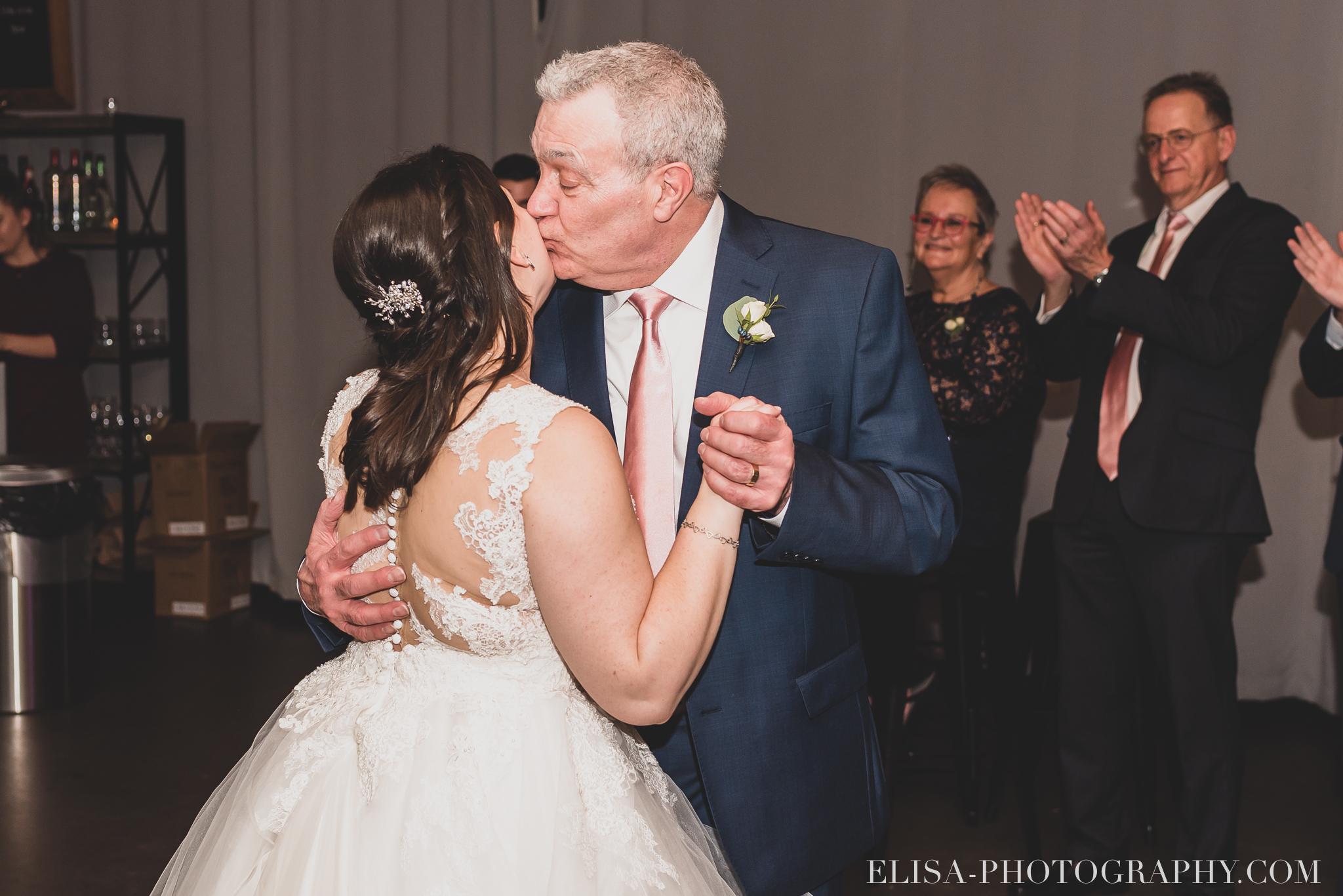 photo mariage hiver salle quai cap blanc port quebec reception danse pere mur lumineux plantes party juif chaises 3790 - Un chaleureux mariage hivernal à la salle du Quai du Cap Blanc, Québec