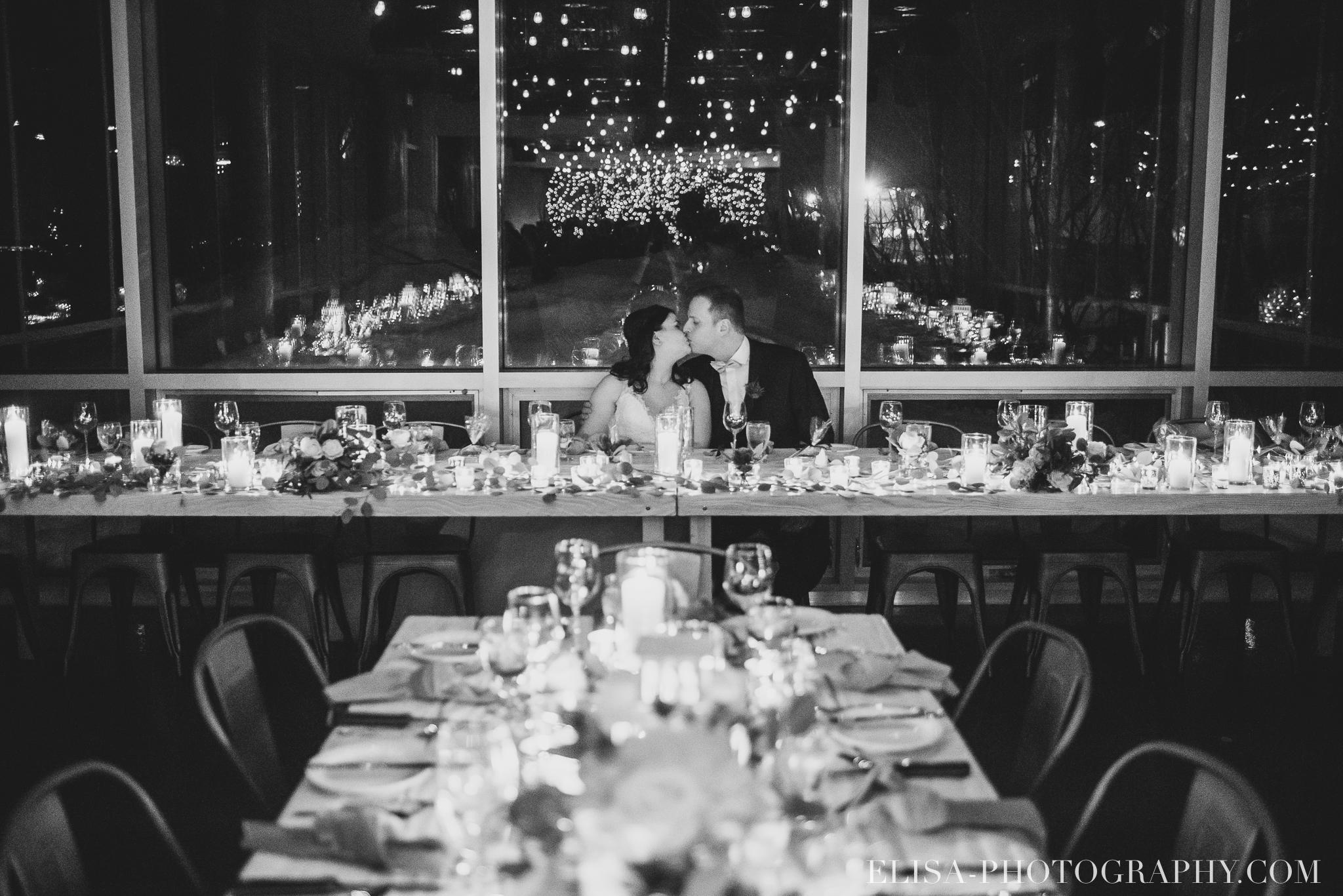 photo mariage hiver salle quai cap blanc port quebec reception table chandelles 3460 - Un chaleureux mariage hivernal à la salle du Quai du Cap Blanc, Québec