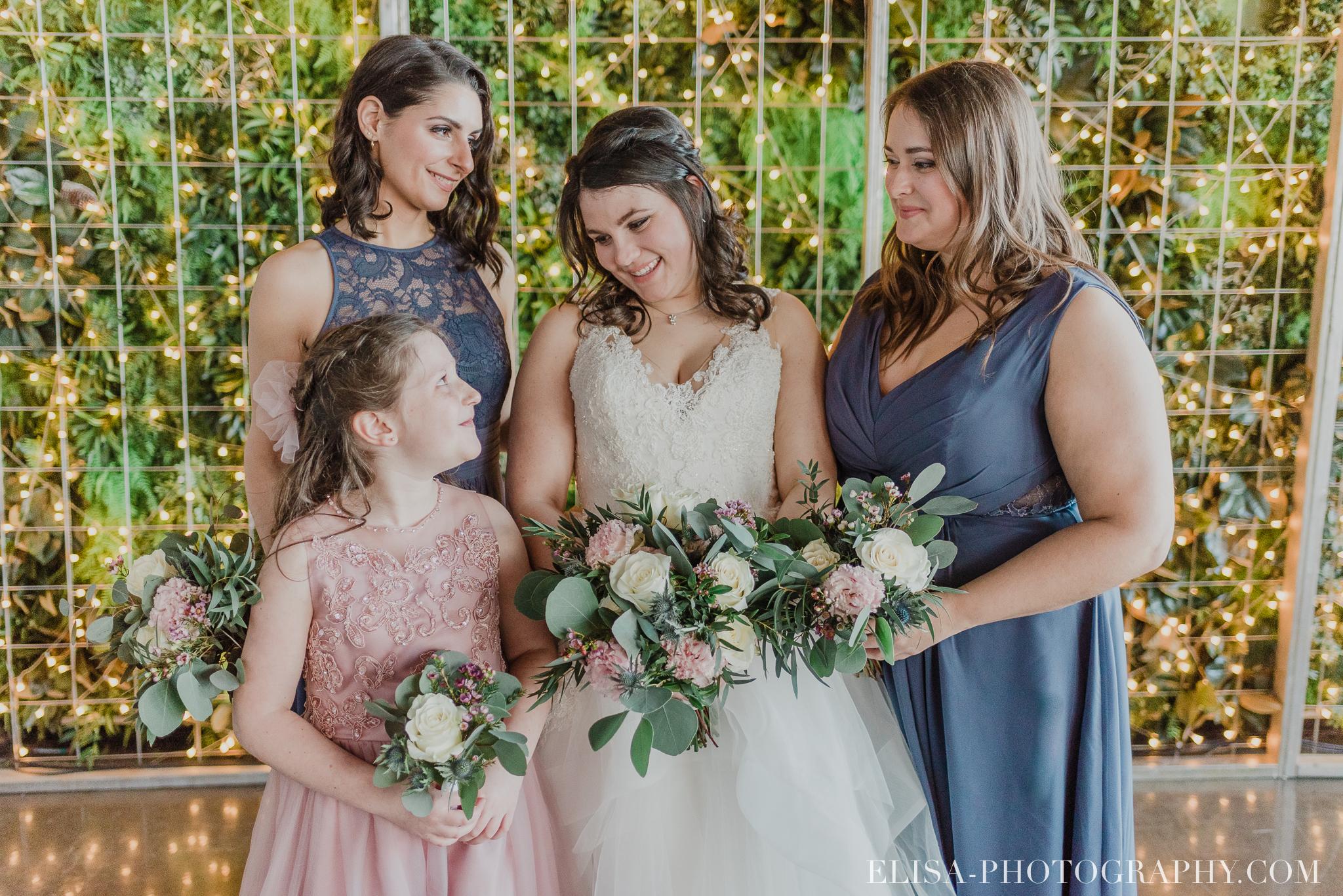 photo mariage quai blanc quebec cortege robe mauve bouquetiere rose 3025 - Un chaleureux mariage hivernal à la salle du Quai du Cap Blanc, Québec