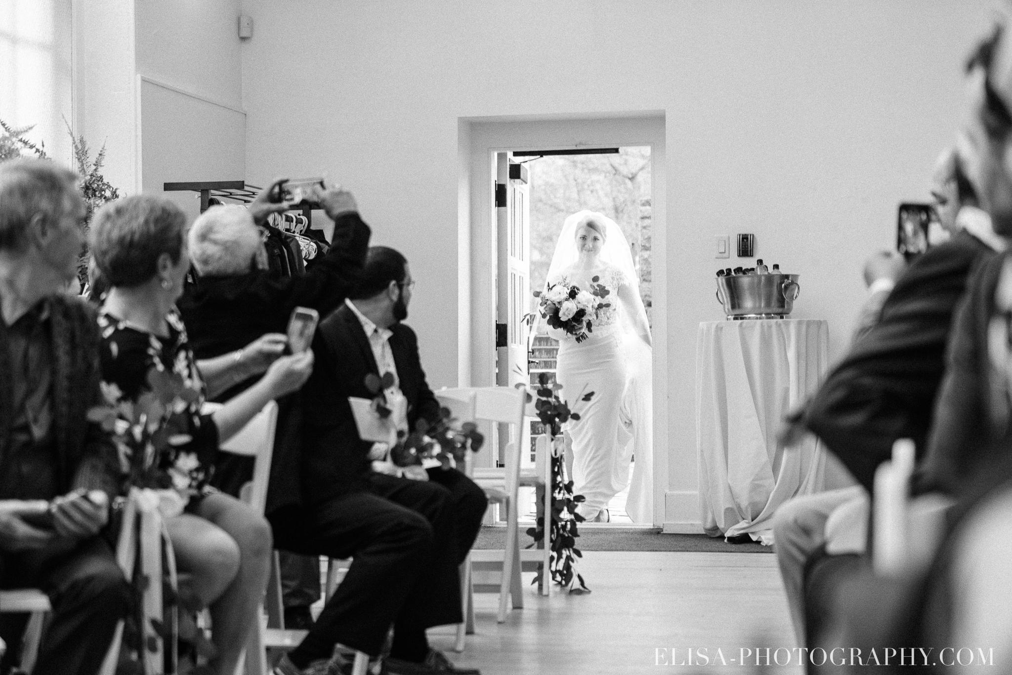 photo mariage ceremonie lifestyle domaine cataraqui pluie atelier peintre 0196 - Mariage élégant et discret au coeur du magnifique Domaine Cataraqui, Québec
